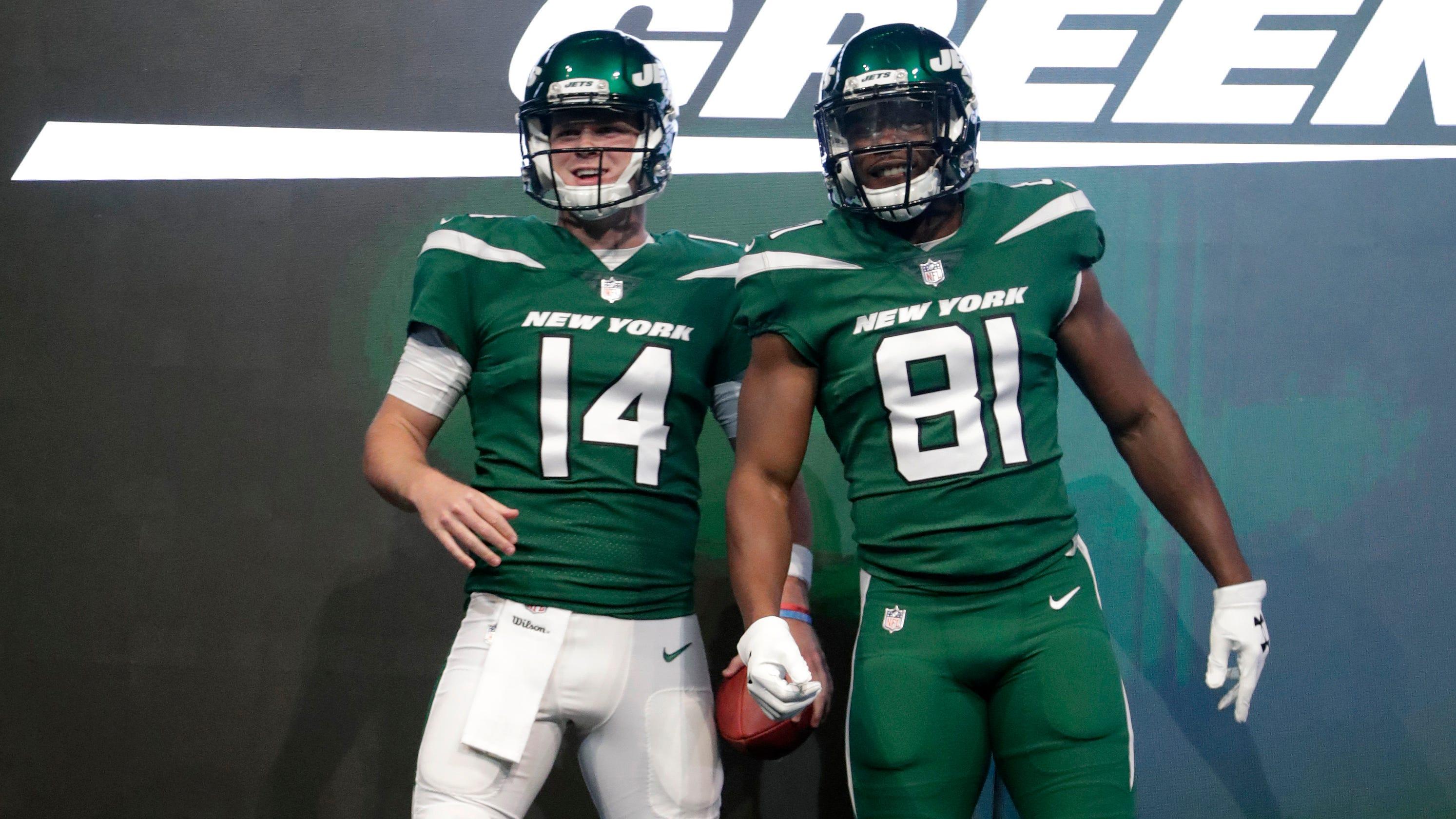 e2a67cad8aa Jets uniforms photos: Team unveils new-look jerseys, helmets, pants