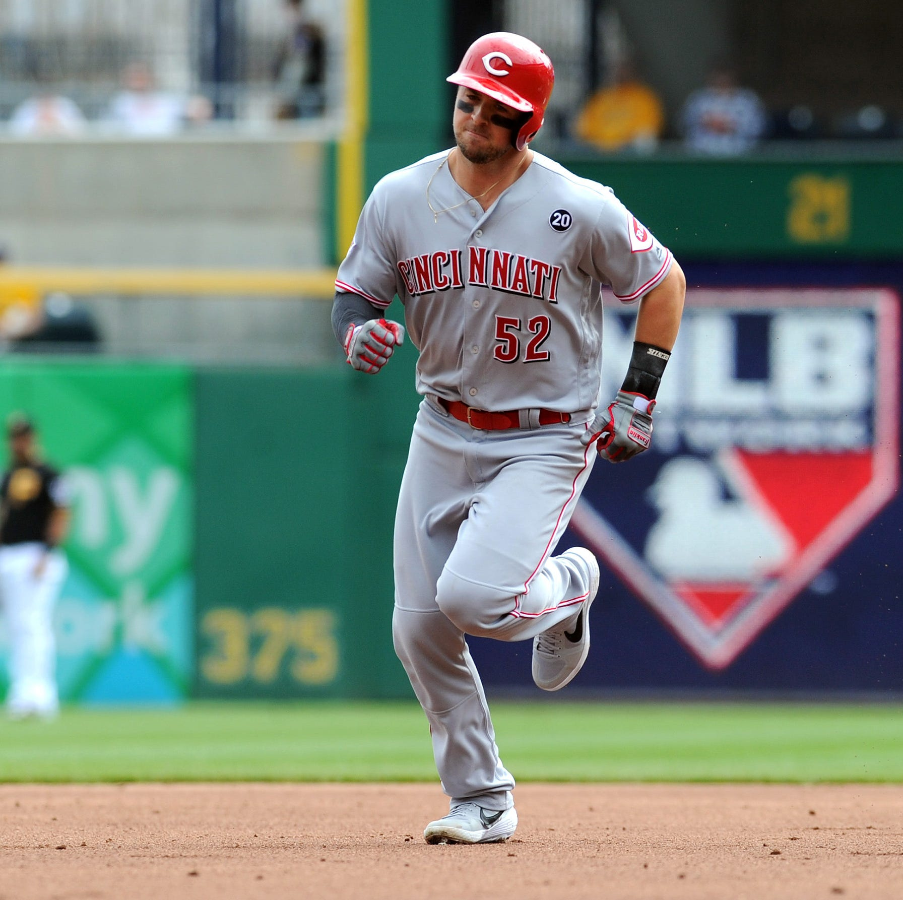 Kyle Farmer's home run ends scoreless streak; Cincinnati Reds' losing streak continues