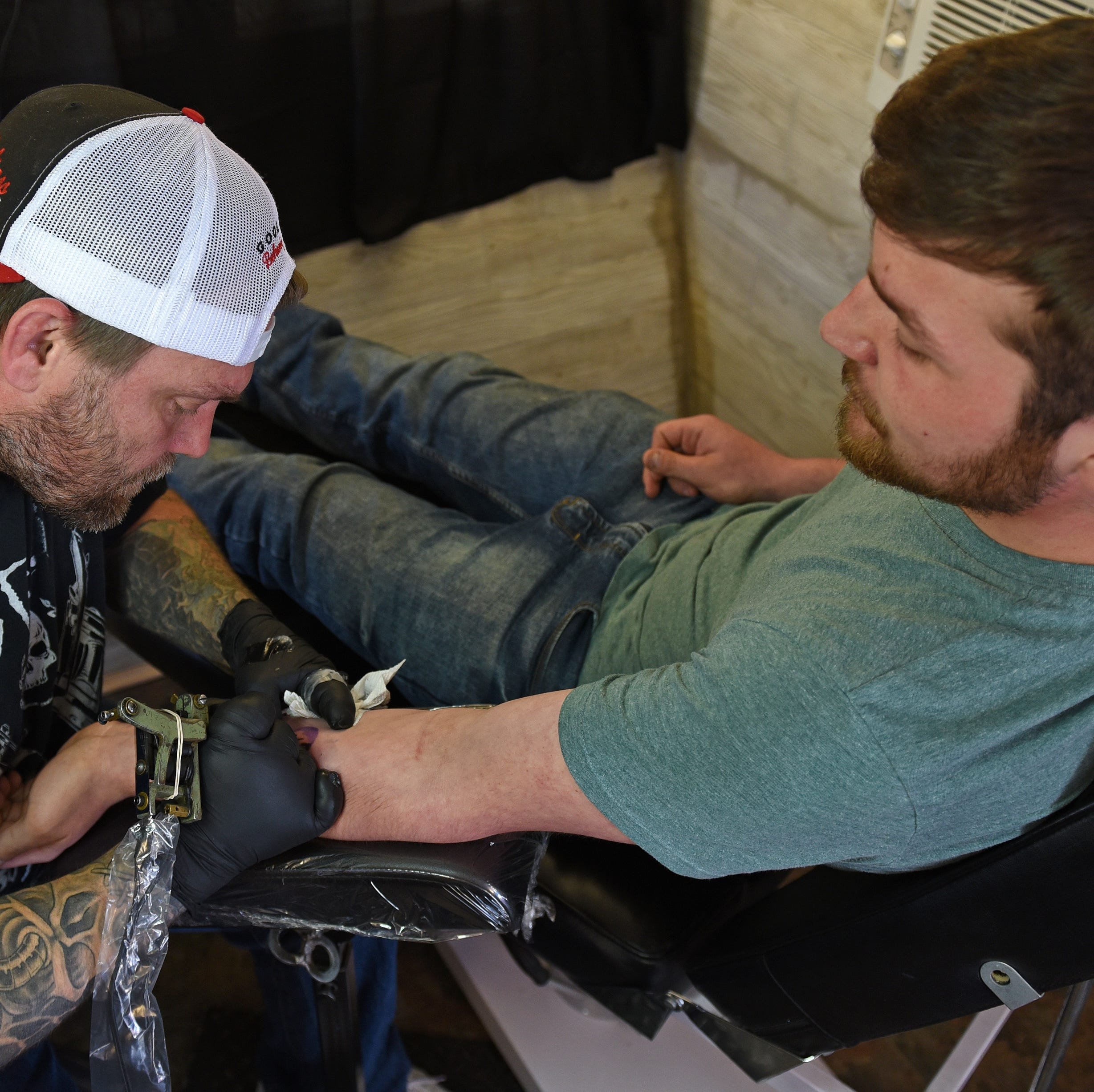 Would you get a pizza shop's logo tattooed for free food? These Des Moines residents did.