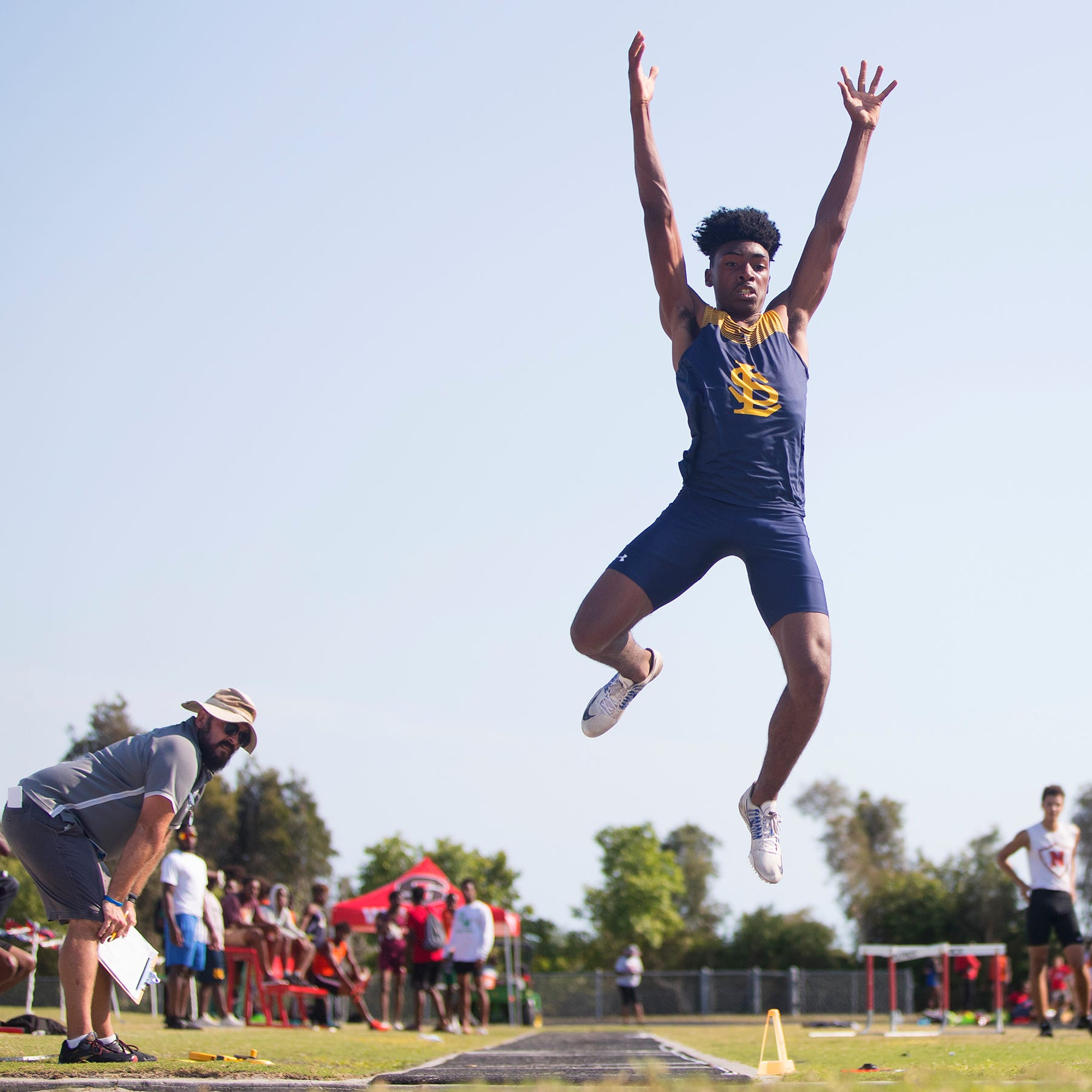 Lehigh's Jeremiah Davis breaks out as one of Florida's top jumpers entering state meet