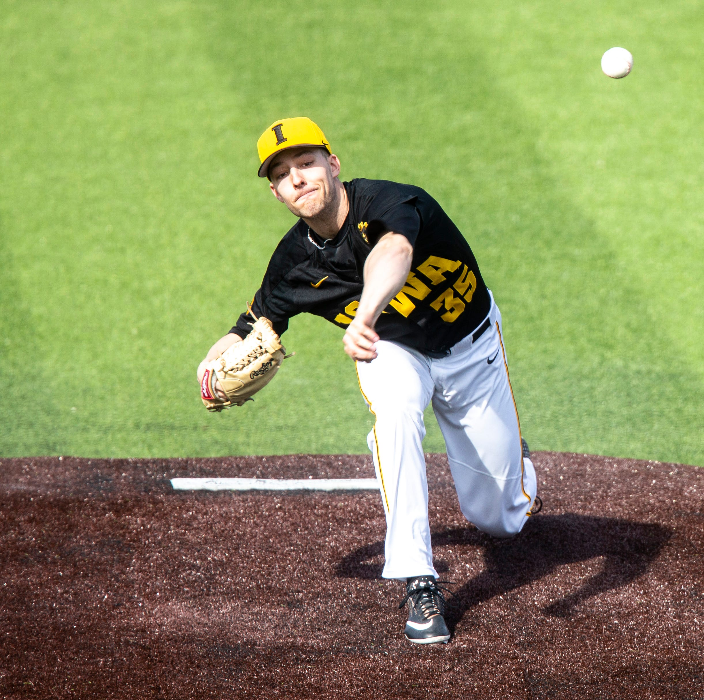 Iowa baseball: Hawkeyes slide by UC Irvine, 1-0, for series-clinching win