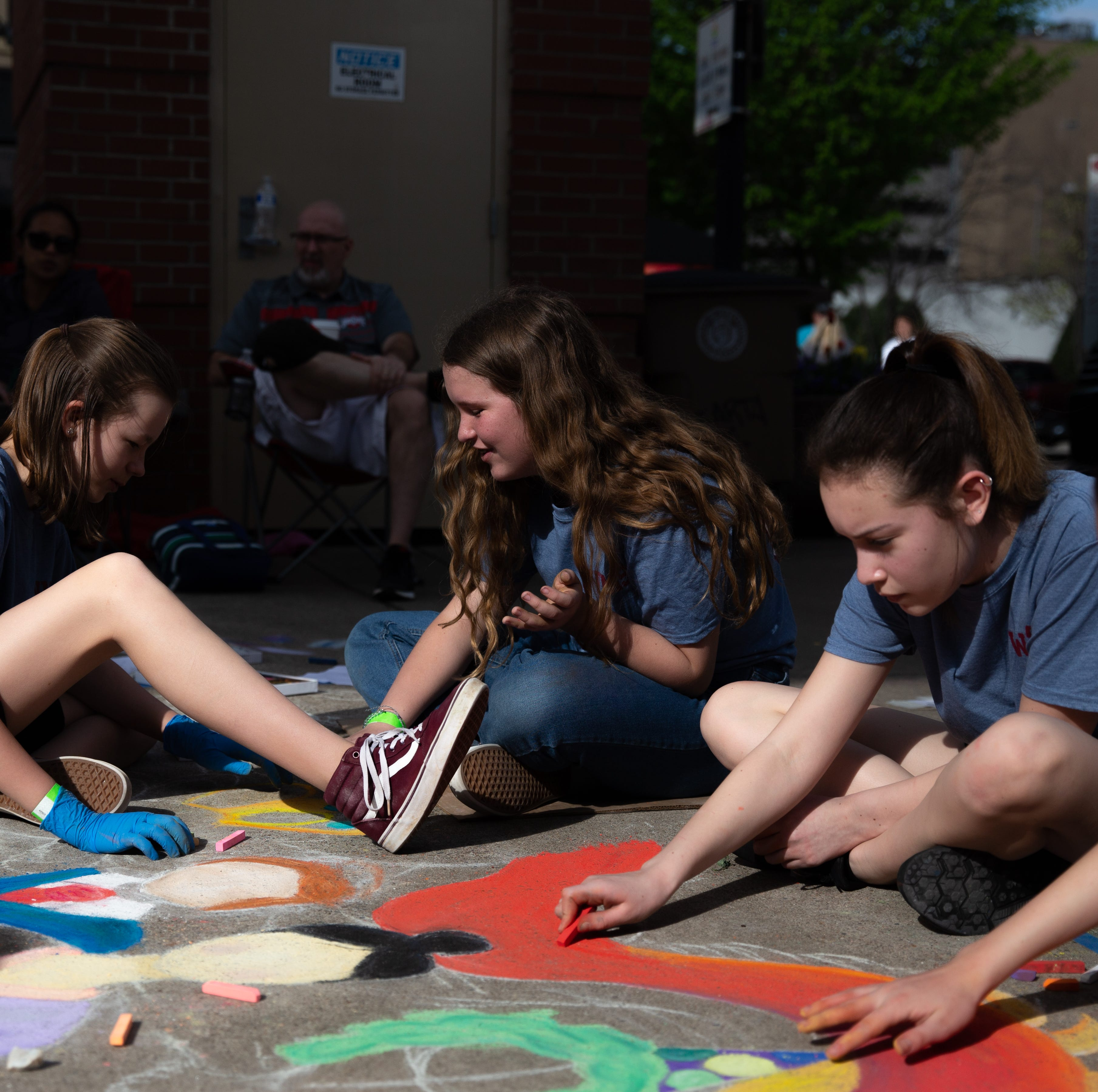 Knoxville artists take over Market Square for annual Chalk Walk