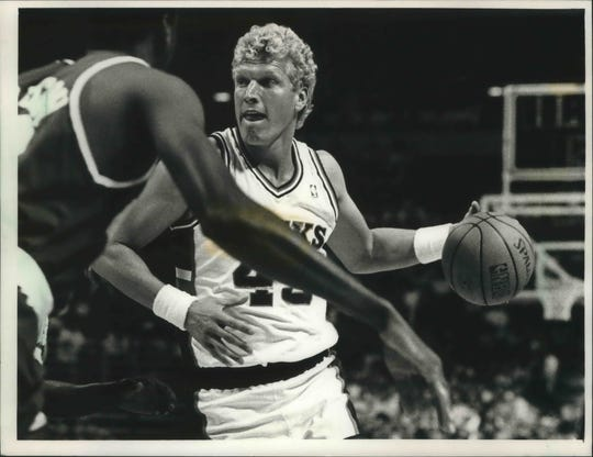 Jack Sikma looked for an opening at the Bradley Center in 1988.