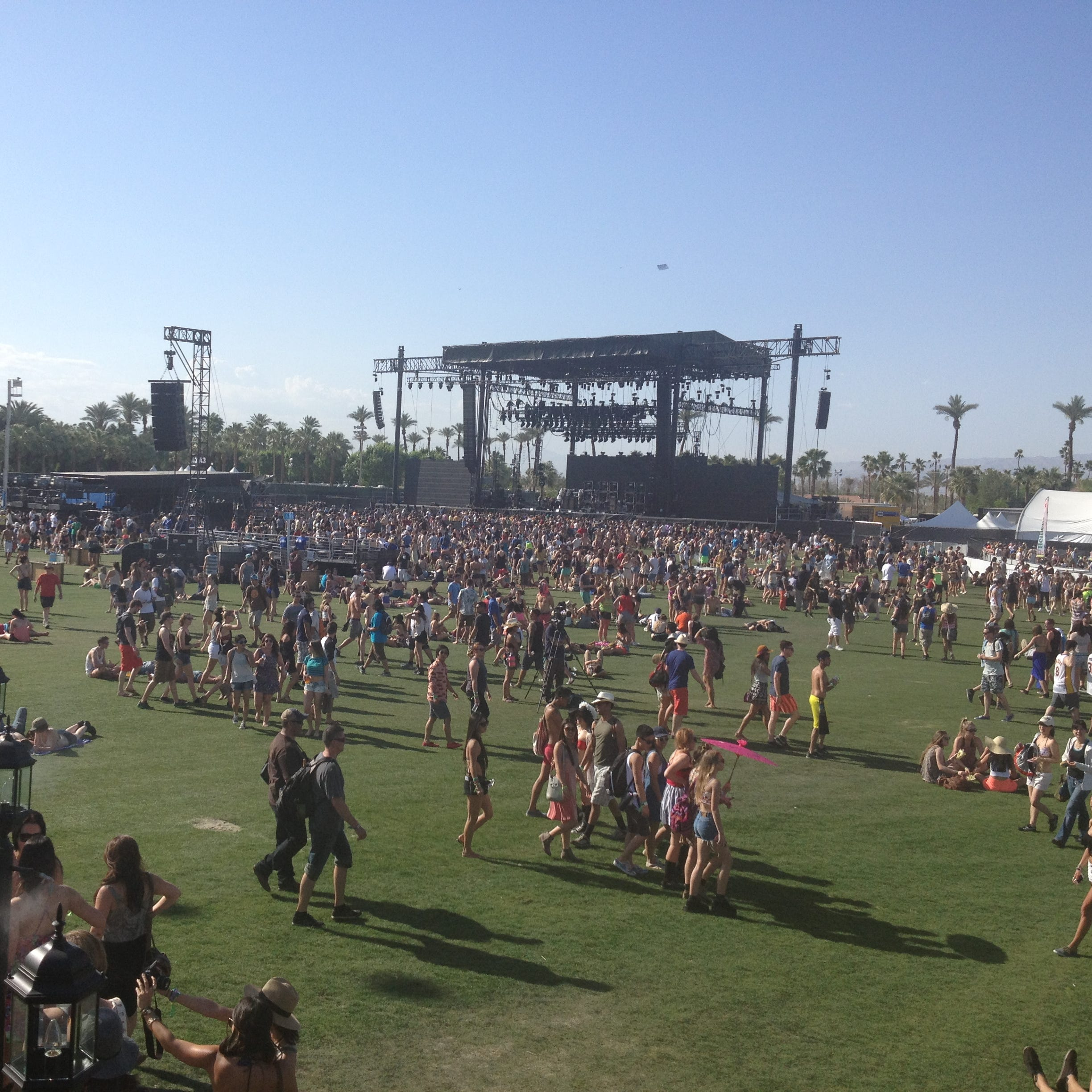 Traffic to Coachella music fest clears up along I-10 though congestion remains near venue