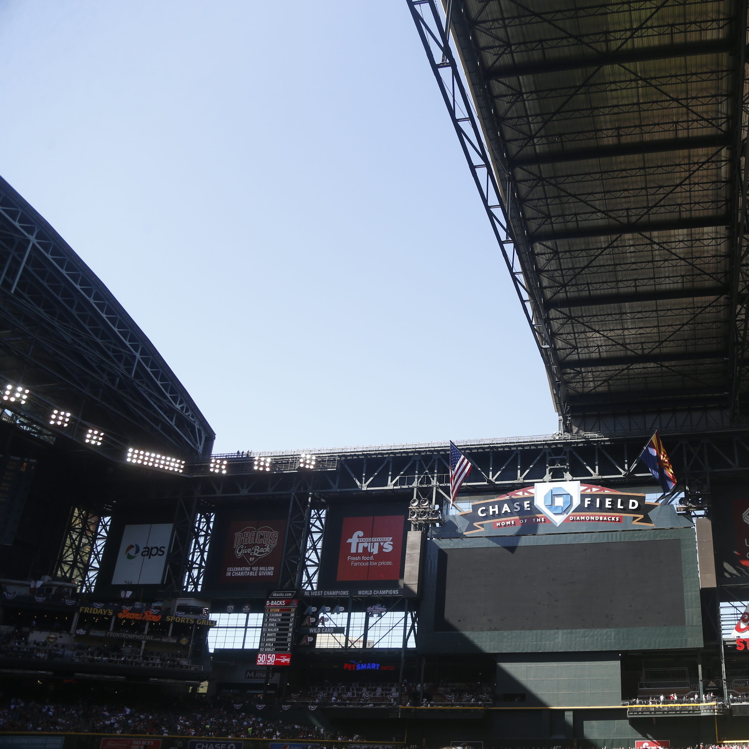 Chase Field experiences roof malfunction ahead of Diamondbacks' home opener