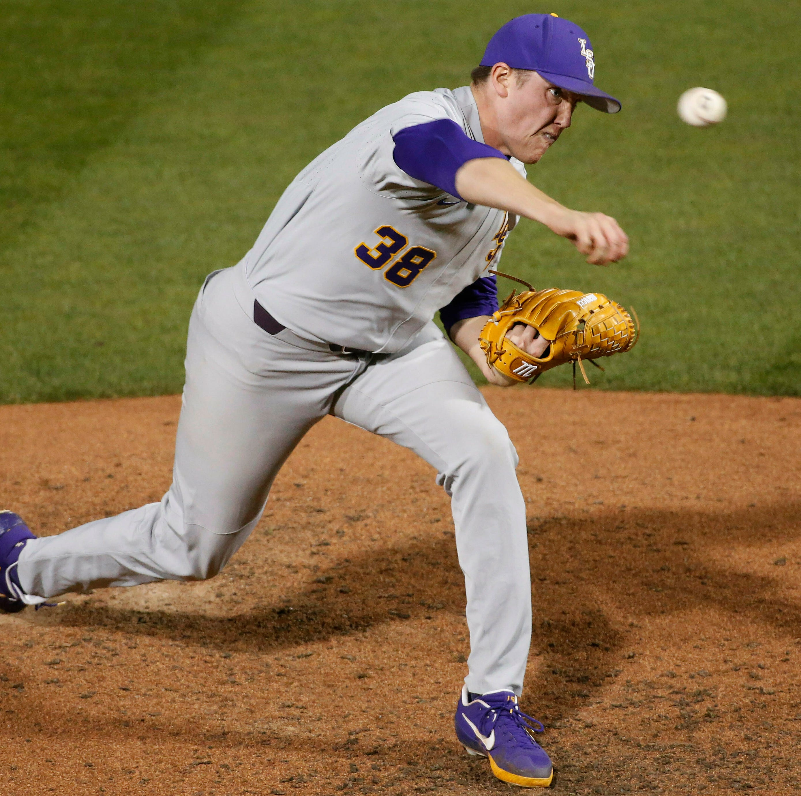 Smith's late home run lifts LSU baseball to win over A&M