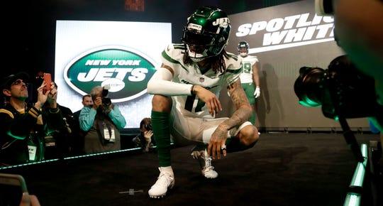 Robby Anderson modela o novo modelo dos Jets