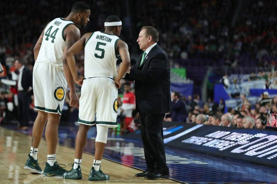 Tom Izzo speaks with Nick Ward and Cassius Winston during the first half against Texas Tech in Minneapolis on Saturday.