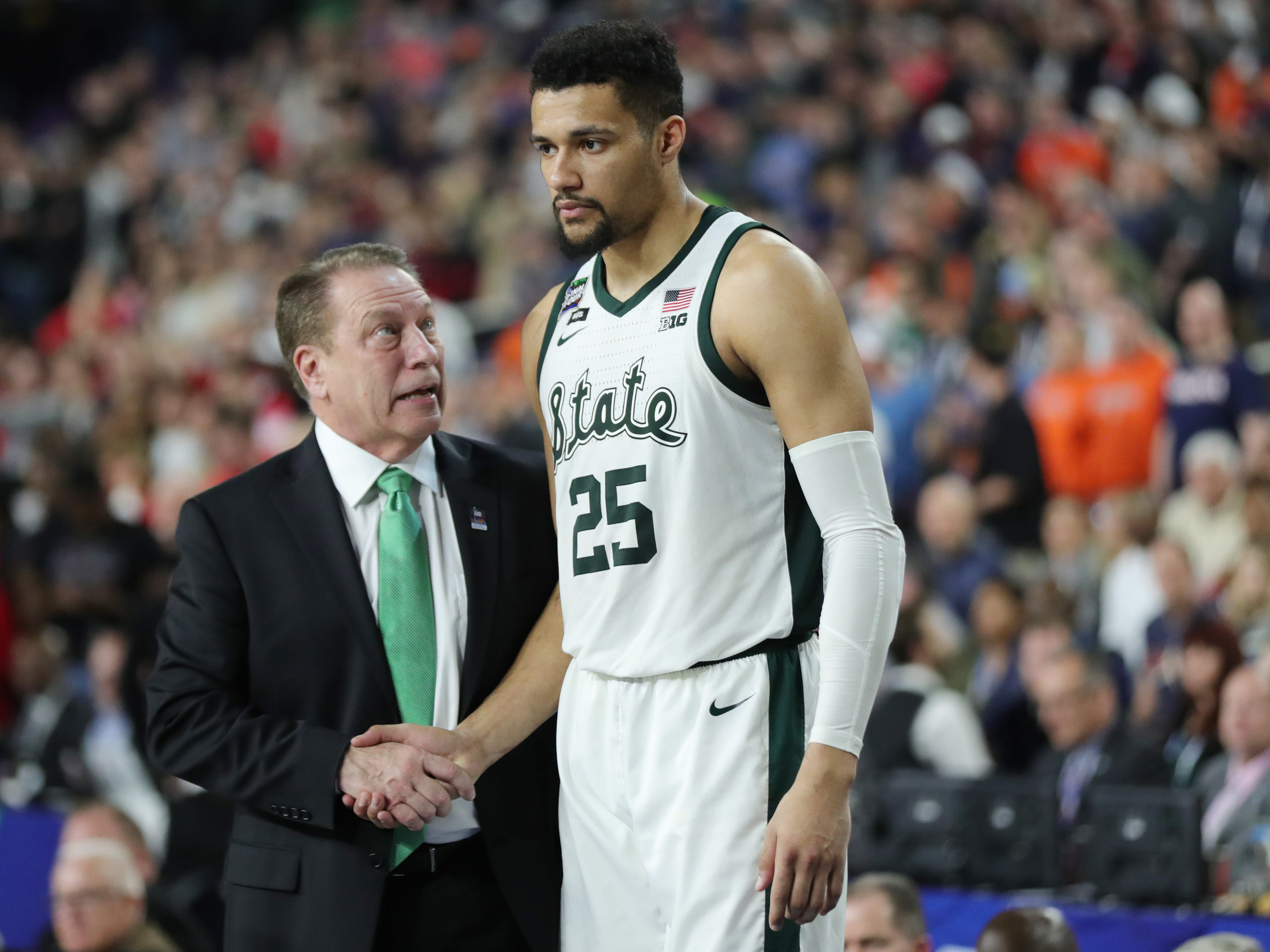 Michigan State head coach Tom Izzo looks up at forward Kenny Goins during the final seconds of the Final Four loss to Texas Tech, 61-51, at U.S. Bank Stadium in Minneapolis, Minnesota on Saturday, April 6, 2019.