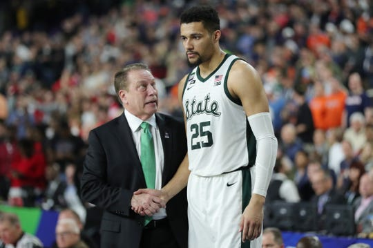 MSU coach Tom Izzo with senior forward Kenny Goins, near the end of Saturday's loss.