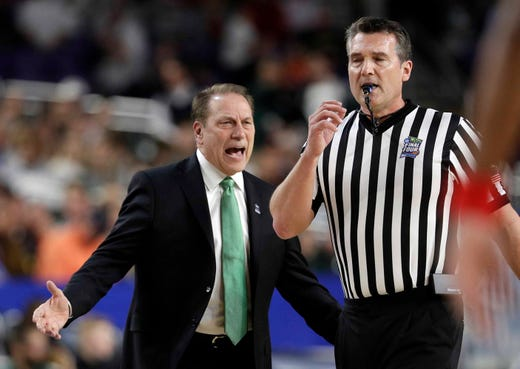 Michigan State head coach Tom Izzo argues a call during the first half.