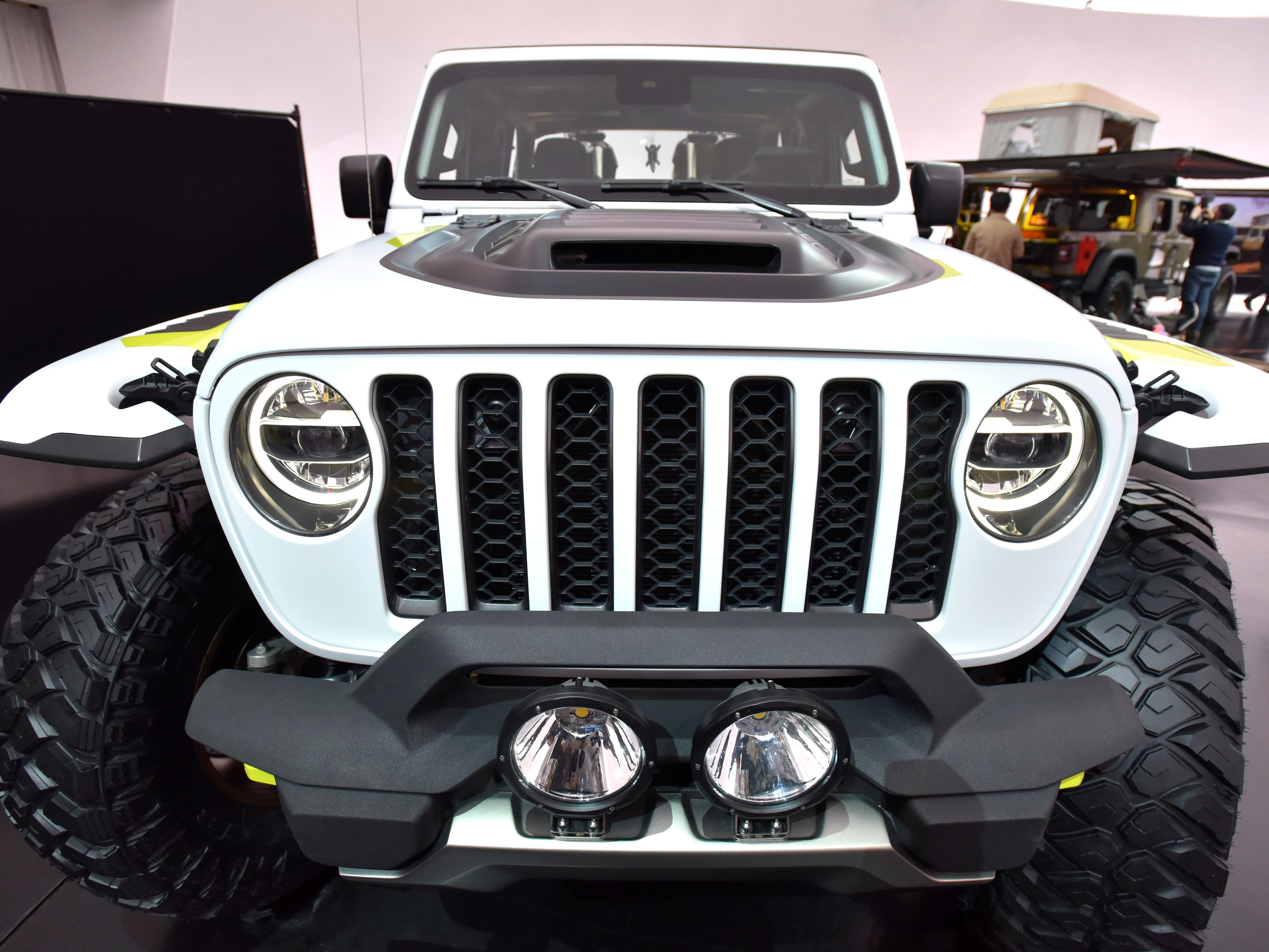 This is the front grille and headlights of the Jeep Flatbill.