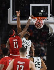 Texas Tech's Tariq Owens dunks in the first half.