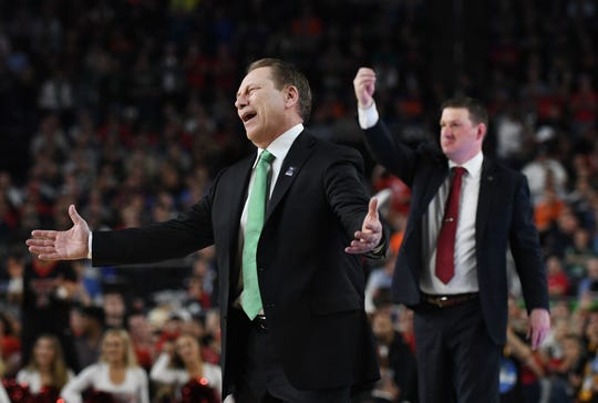 Michigan State head coach Tom Izzo and Texas Tech head coach Chris Beard have differing opinions on a call late in the second half.