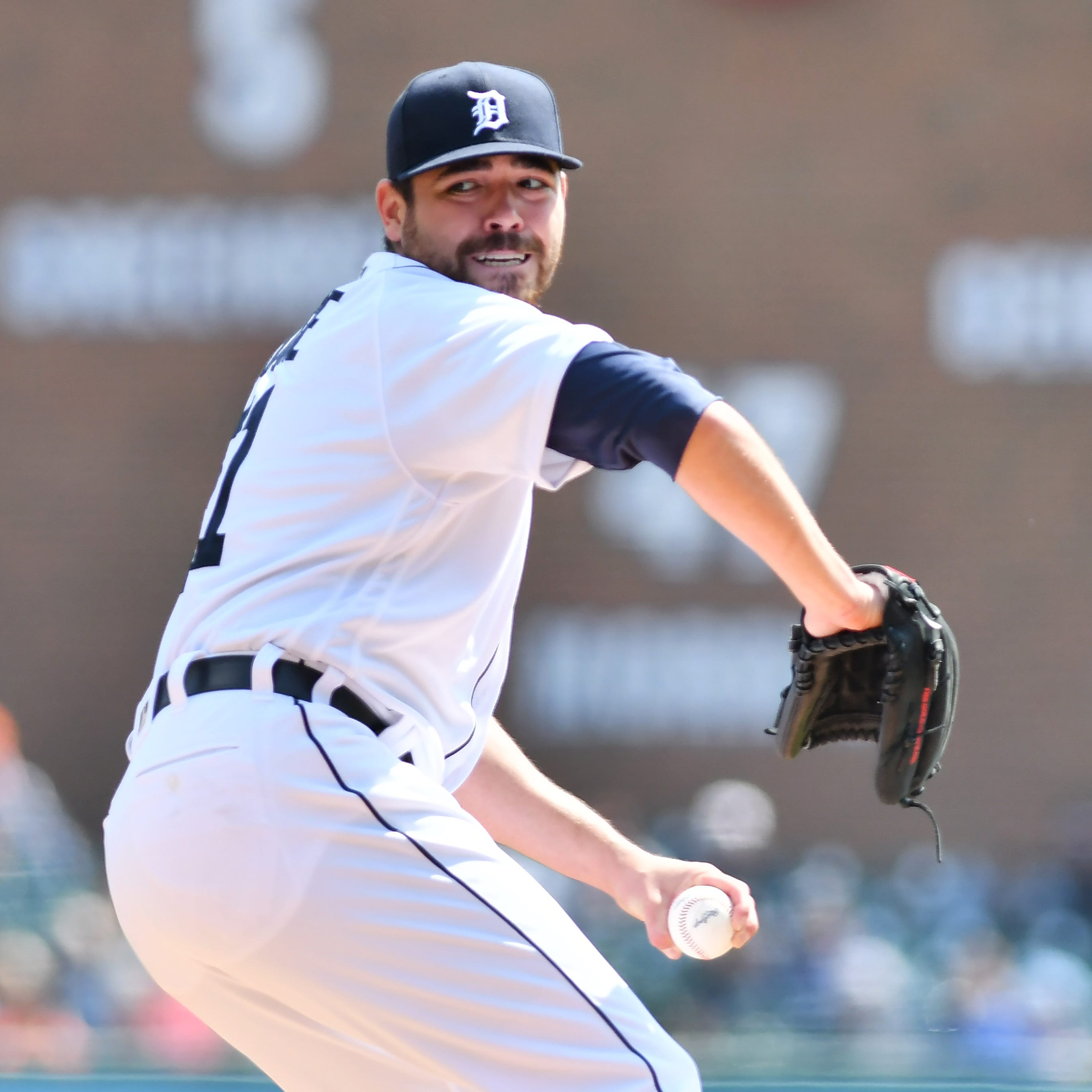 Tigers' options for Matt Moore's injured right knee: rehab or surgery