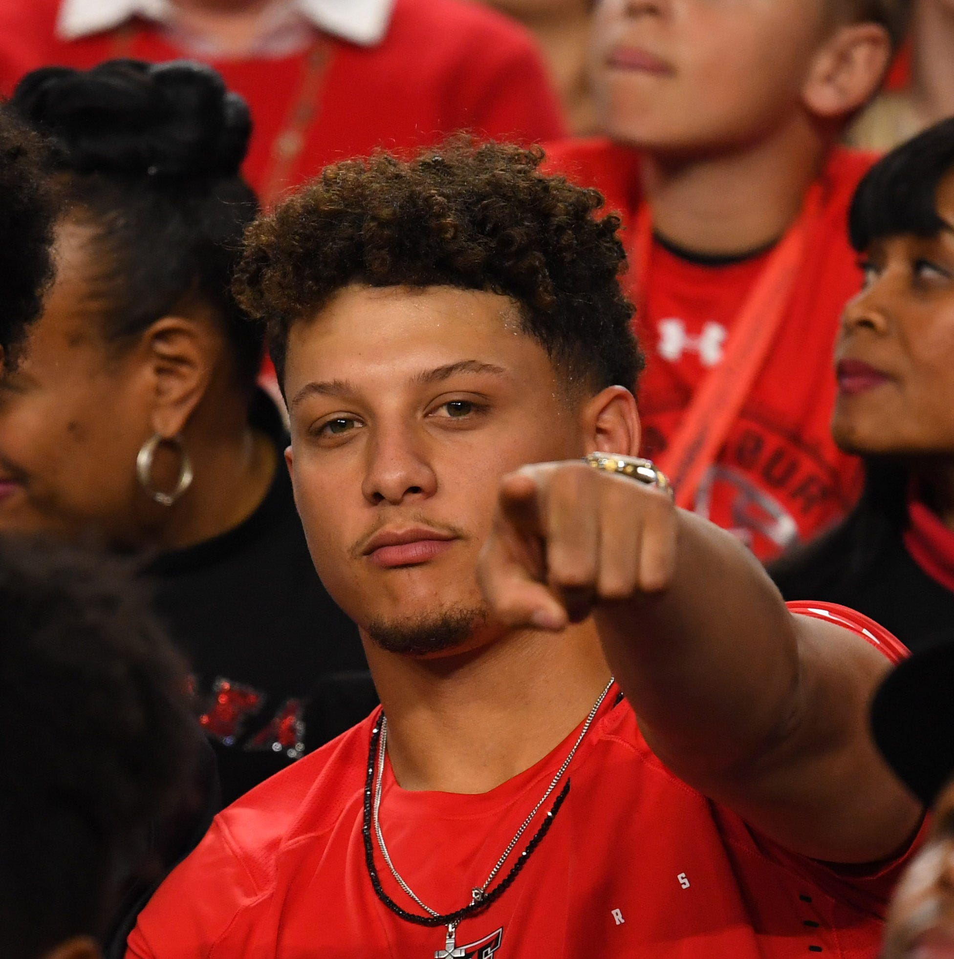 Hy-Vee strikes new multi-year contract with Kansas City Chiefs quarterback Patrick Mahomes