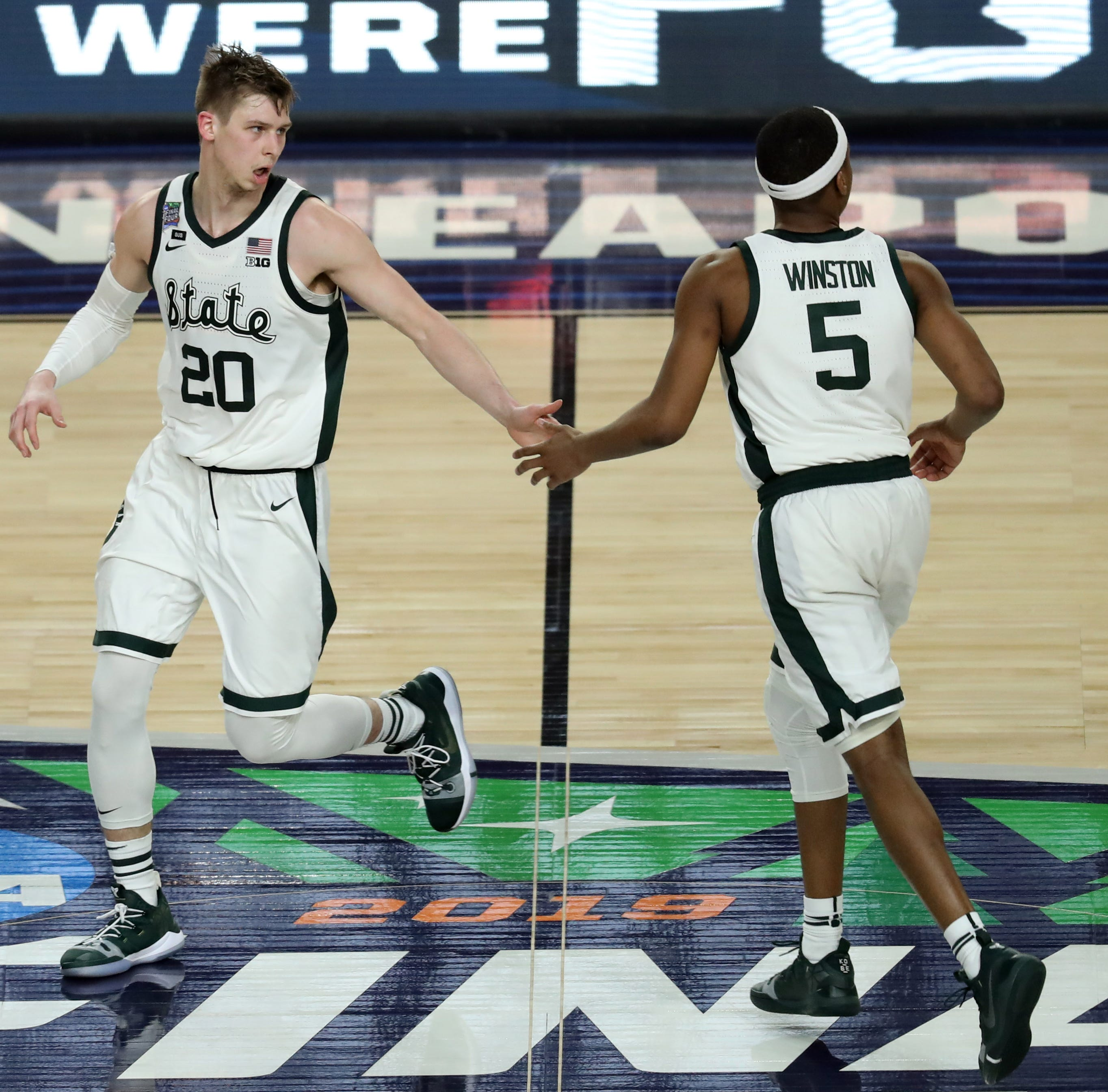 Live at 1 p.m.: Michigan State basketball, football live chat with Graham Couch