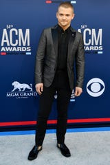 Hunter Hayes will co-headline with labelmate Cody Johnson at Ascend Amphitheater during CMA Fest on June 8.