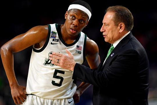 Michigan State guard Cassius Winston  talks to head coach Tom Izzo during the national semifinals of the 2019 Final Four.