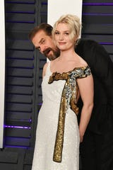 David Harbour poses with girlfriend Alison Sudol at the 2019 Vanity Fair Oscar Party.