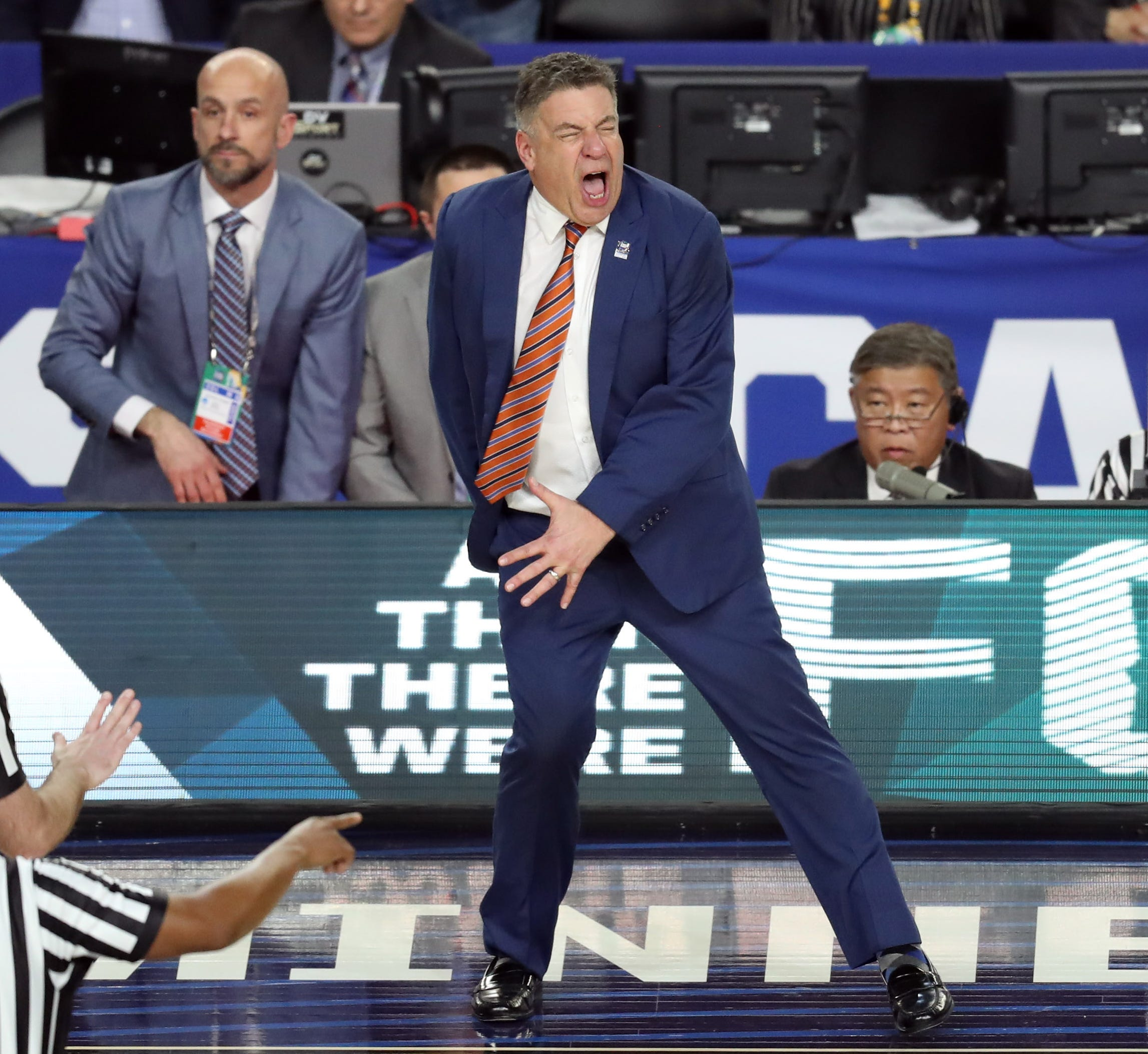 Auburn coach Bruce Pearl reacts after a foul call against Virginia during the national semifinals of the 2019 Final Four.
