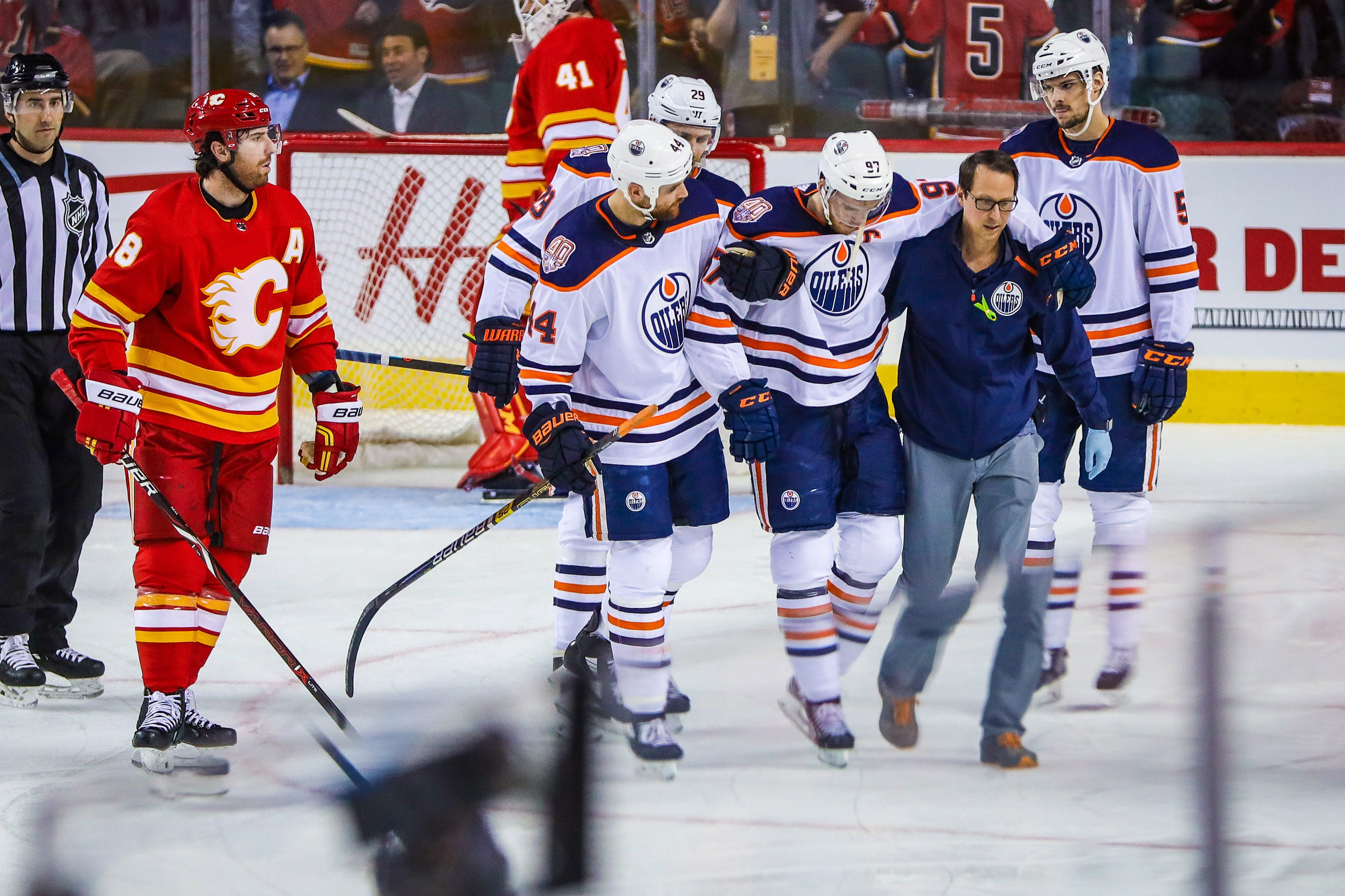 Oilers star Connor McDavid leaves game after crashing into net in season finale