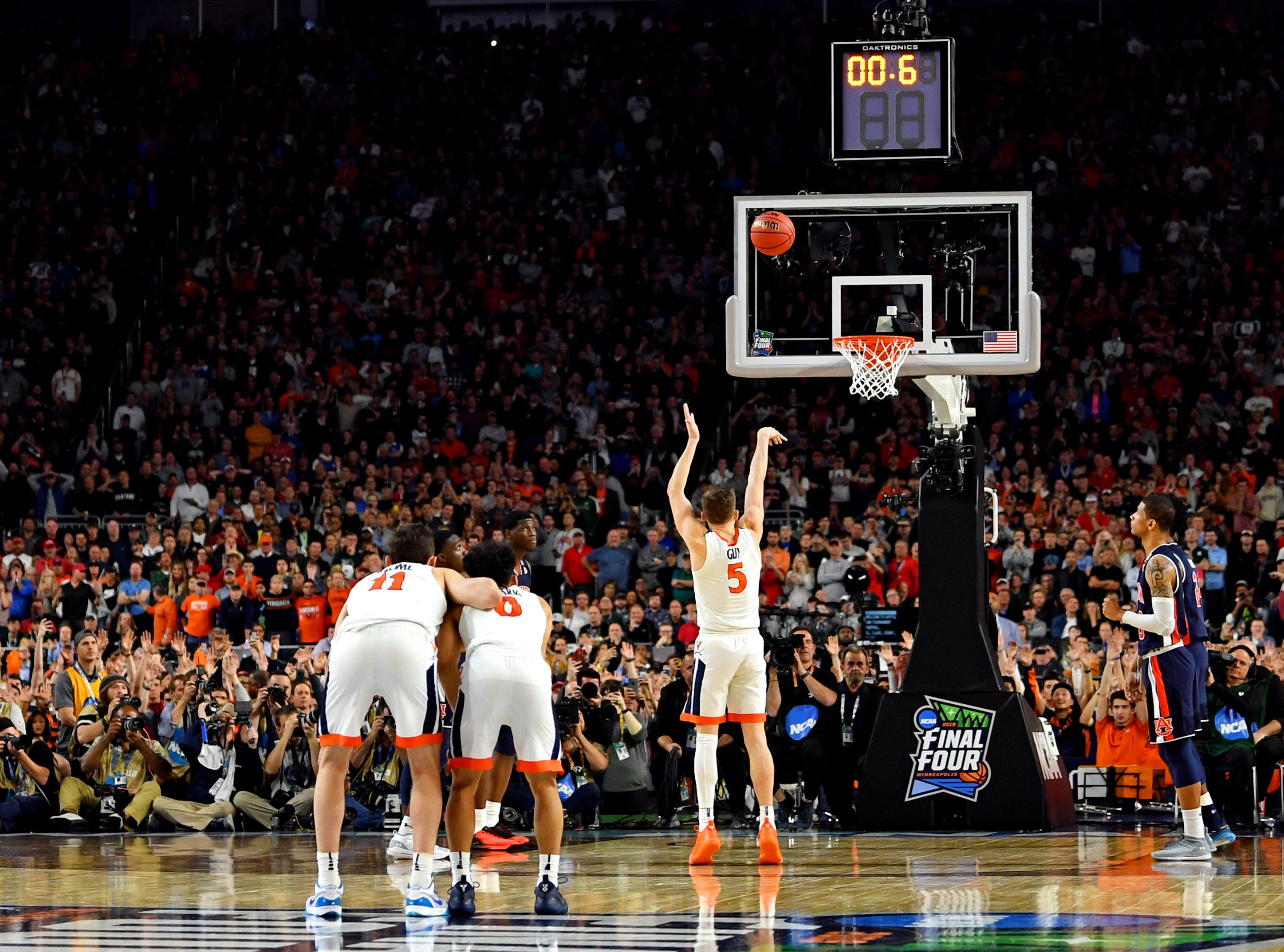 Virginia Cavaliers guard Kyle Guy (5) shoots the game-winning free throws against the Auburn Tigers.