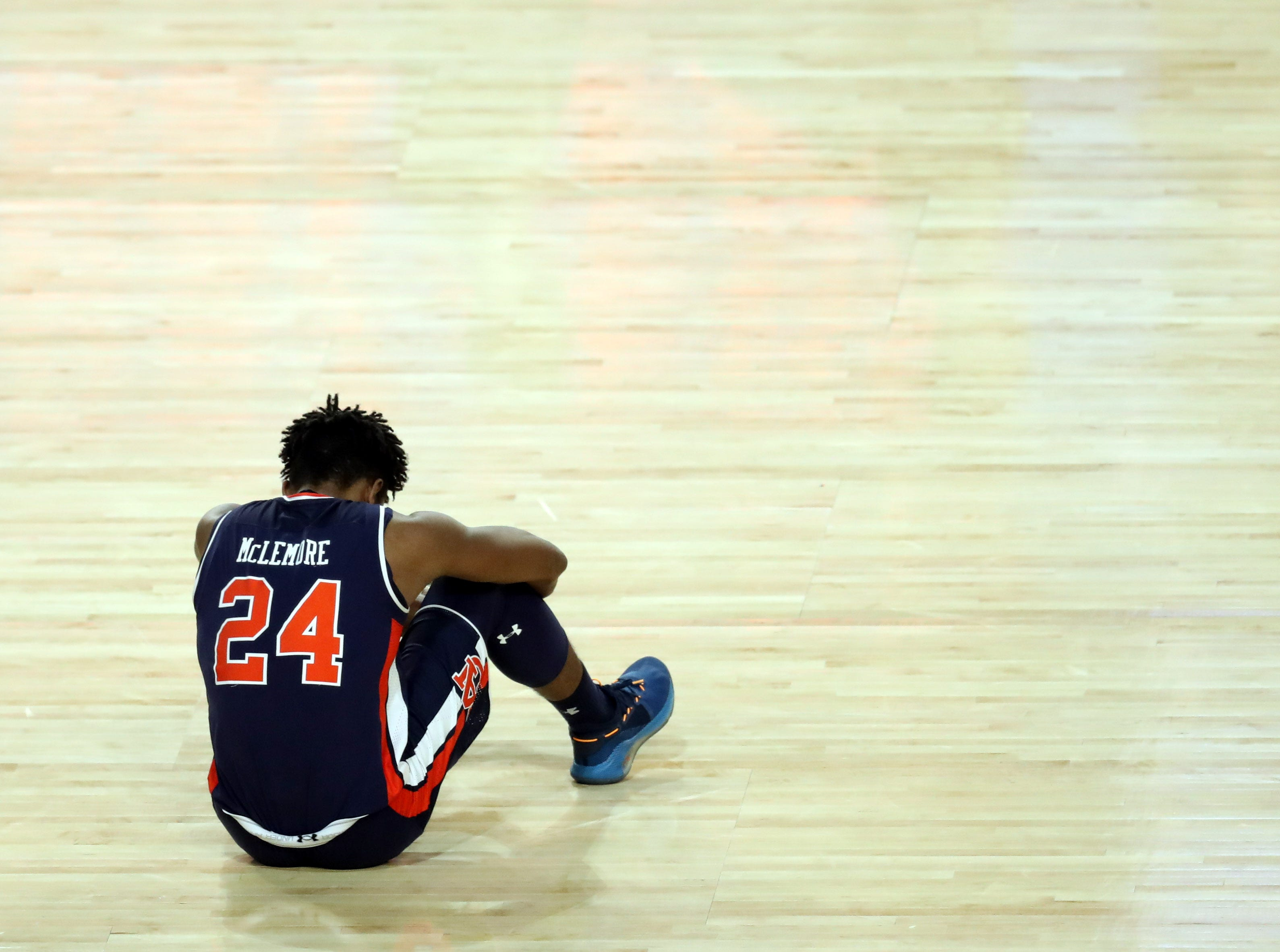 Final Four: No. 5 Auburn loses to No. 1 Virginia, 63-62.