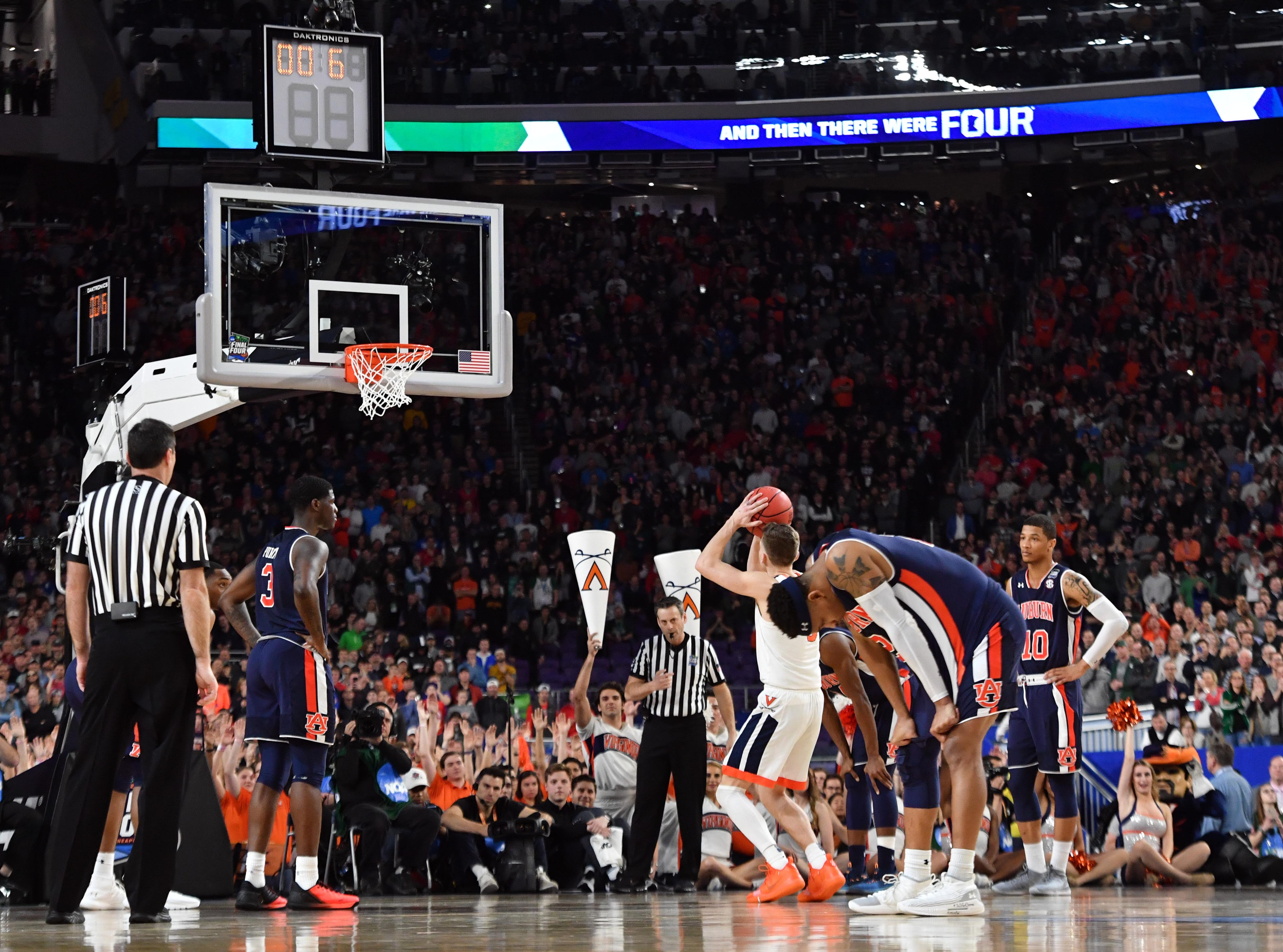 Virginia Cavaliers guard Kyle Guy shoots the game-winning free throws.