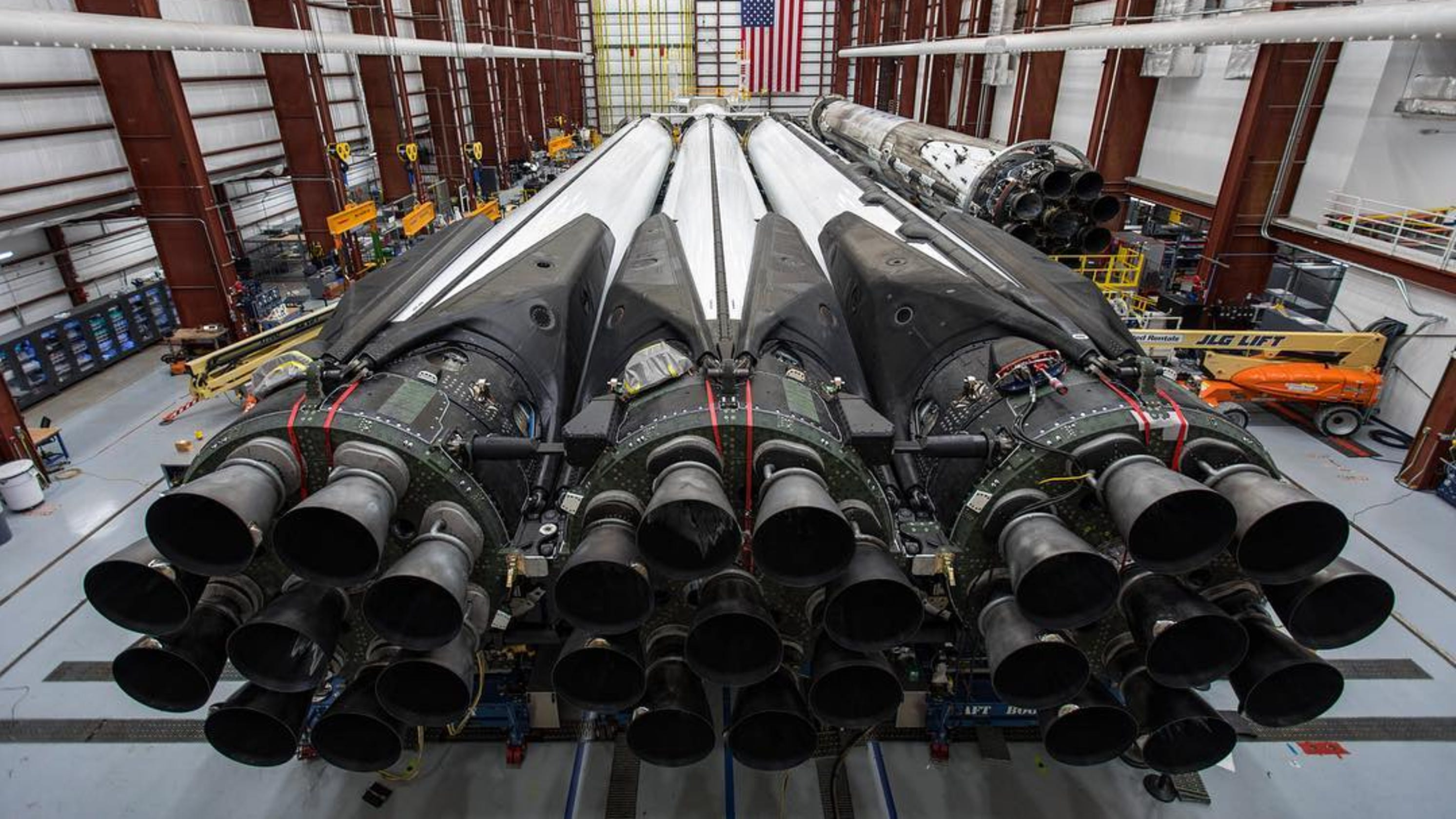 spacex falcon heavy rocket targeting new launch date from kennedy space center. Black Bedroom Furniture Sets. Home Design Ideas