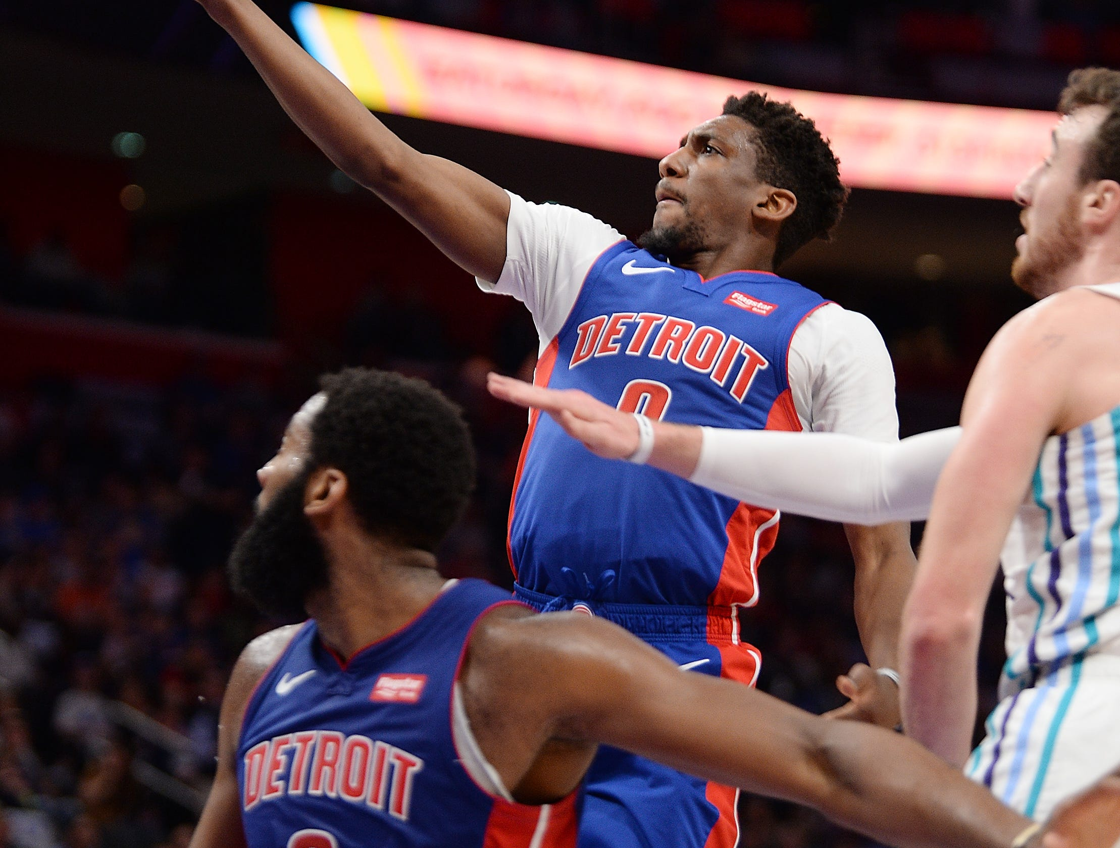 Pistons' Langston Galloway shoots over Horents' Frank Kaminsky in the second quarter.