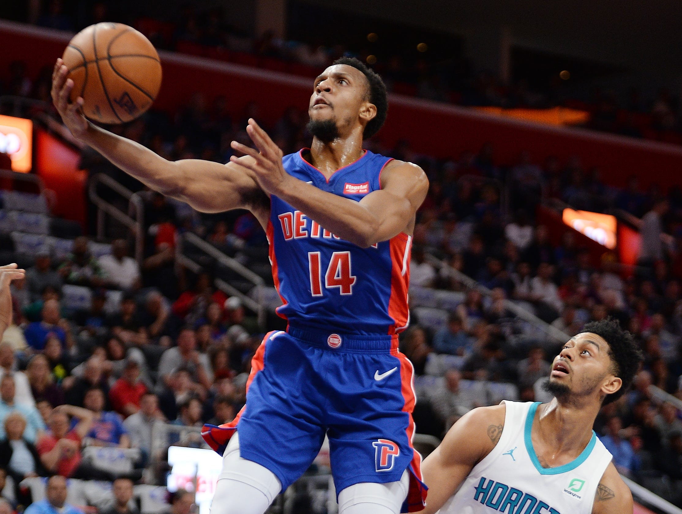 Pistons' Ish Smith scores over Hornets' Jeremy Lamb in the second quarter. Smith led the Pistons with 20 points.