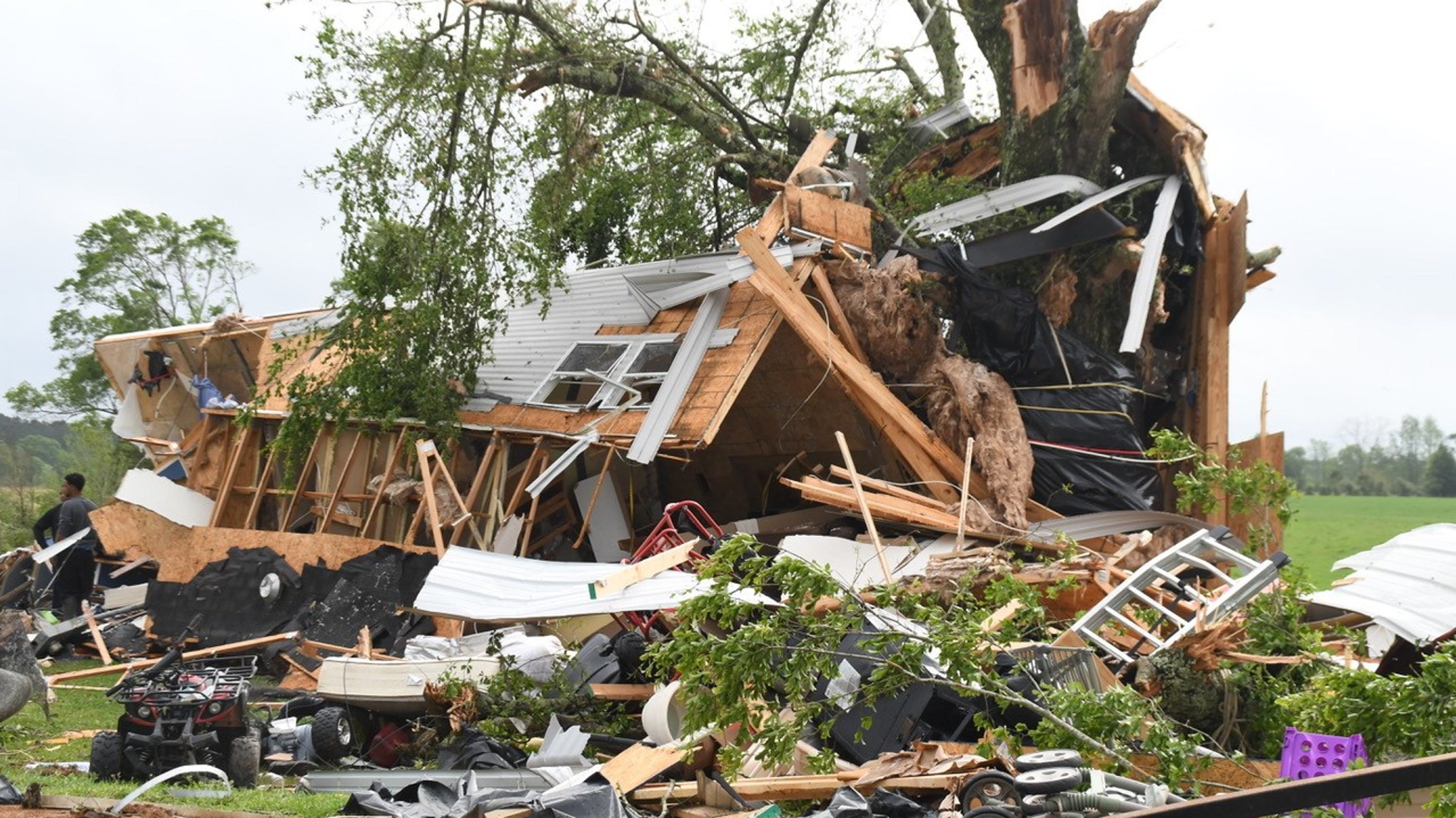 Tornado in Mississippi destroys family of four's mobile home