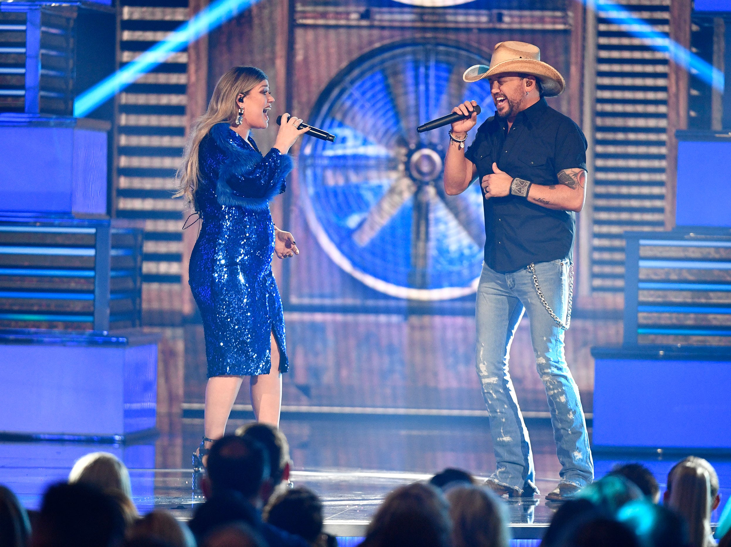 Kelly Clarkson, left, and Jason Aldean, perform during the 54TH Academy of Country Music Awards Sunday, April 7, 2019, in Las Vegas, Nev.