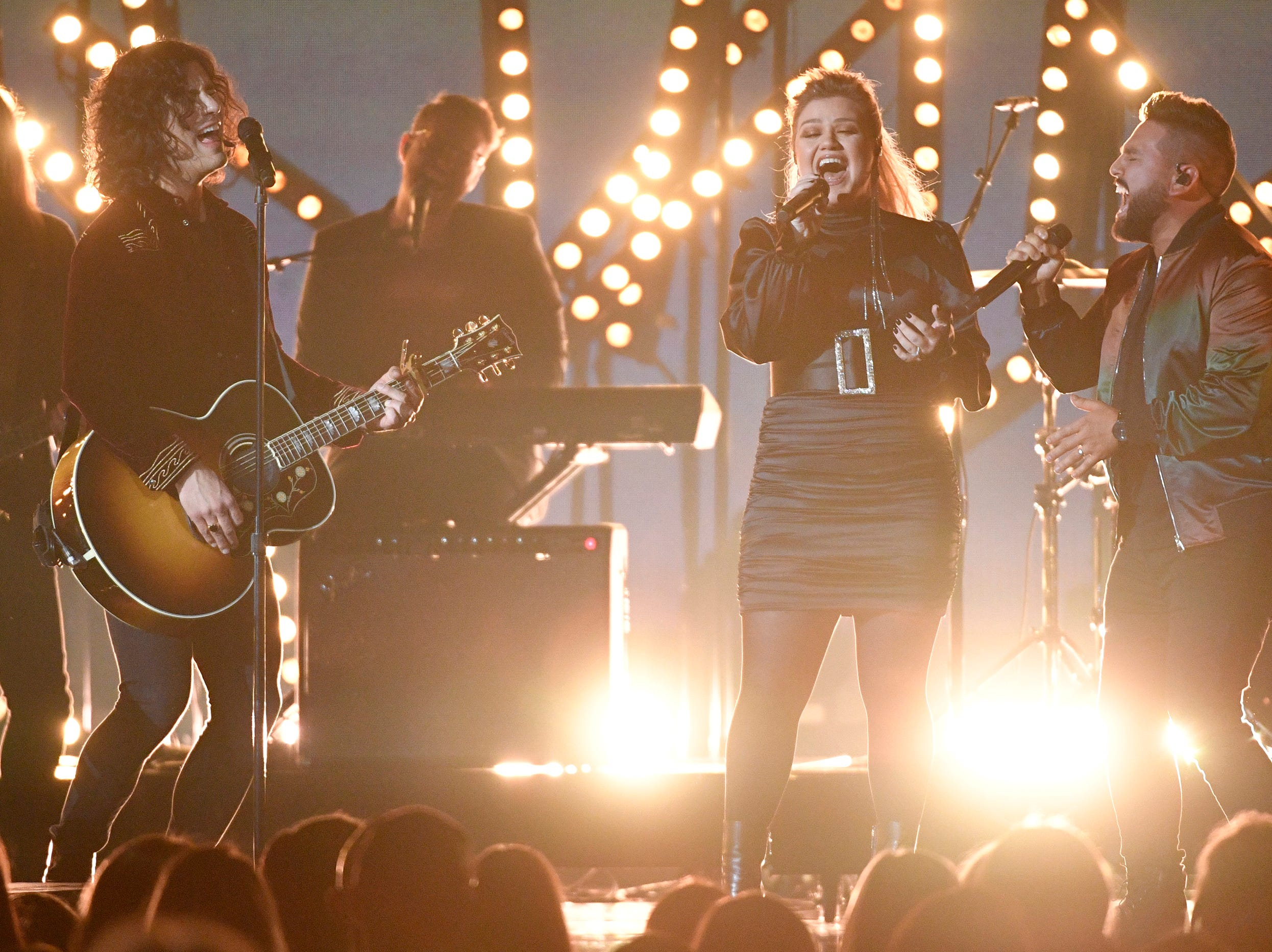Kelly Clarkson, center, with Dan Smyers, left, and Shay Mooney of Dan + Shay, performs during the 54TH Academy of Country Music Awards Sunday, April 7, 2019, in Las Vegas, Nev.