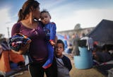 Pasan los días y crece la incertidumbre y desesperación de migrantes tras haberse iniciado las repatriaciones desde el suroriental estado de Chiapas