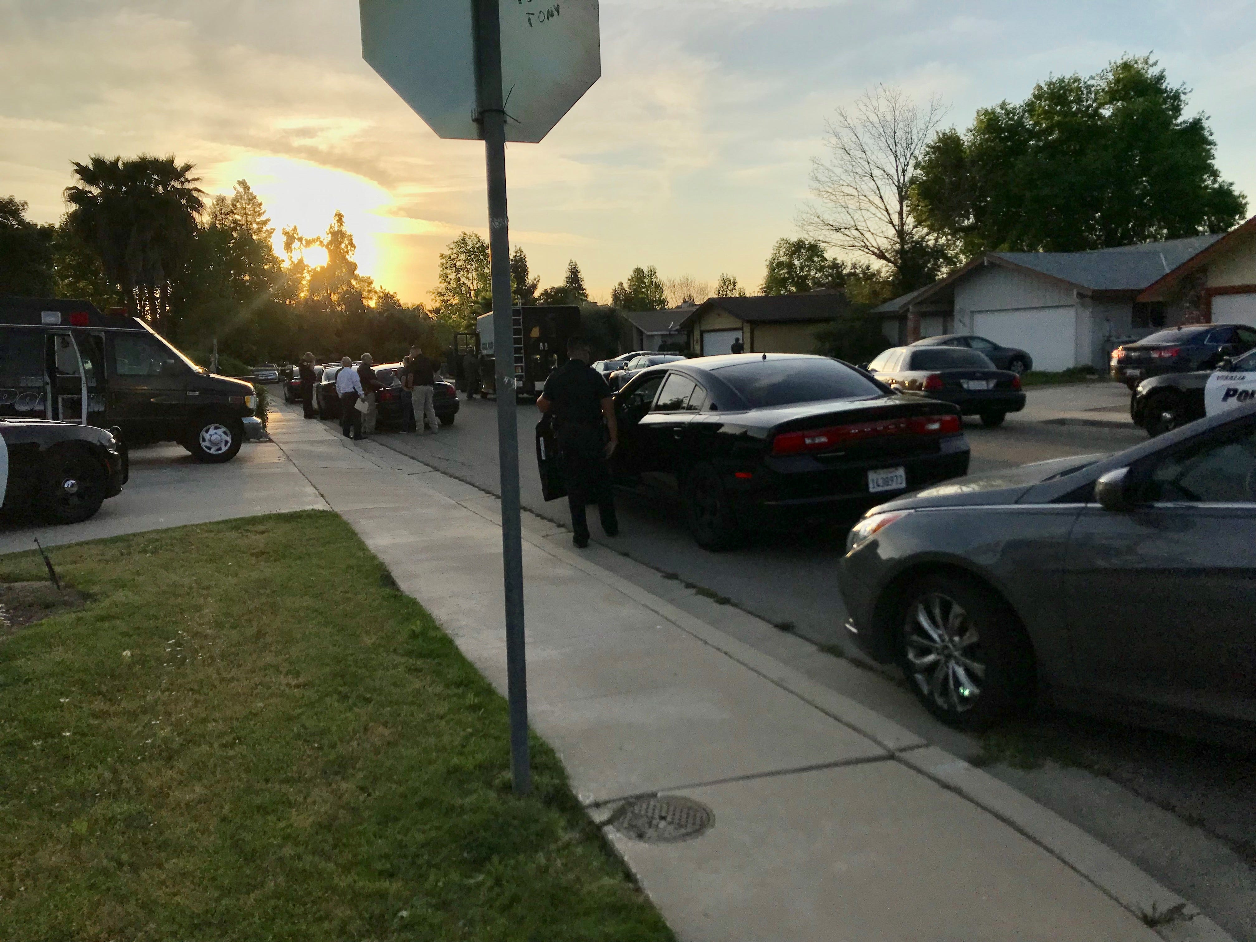 At about 5:30 p.m. Sunday, Visalia Police officers werecalled to a domestic disturbancein the 2000 block of East Hillcrest Drive near Pinkham Street and Walnut Avenue.