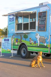Bow-Wow Bones food truck in Austin, Texas.
