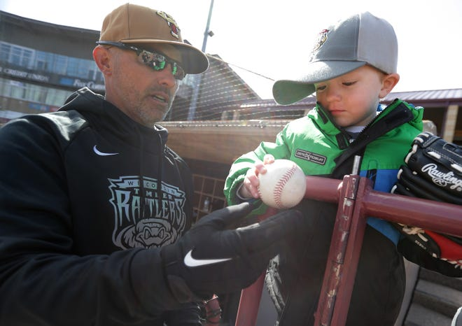 Matt Erickson will return for his 11th season as manager of the Wisconsin Timber Rattlers.