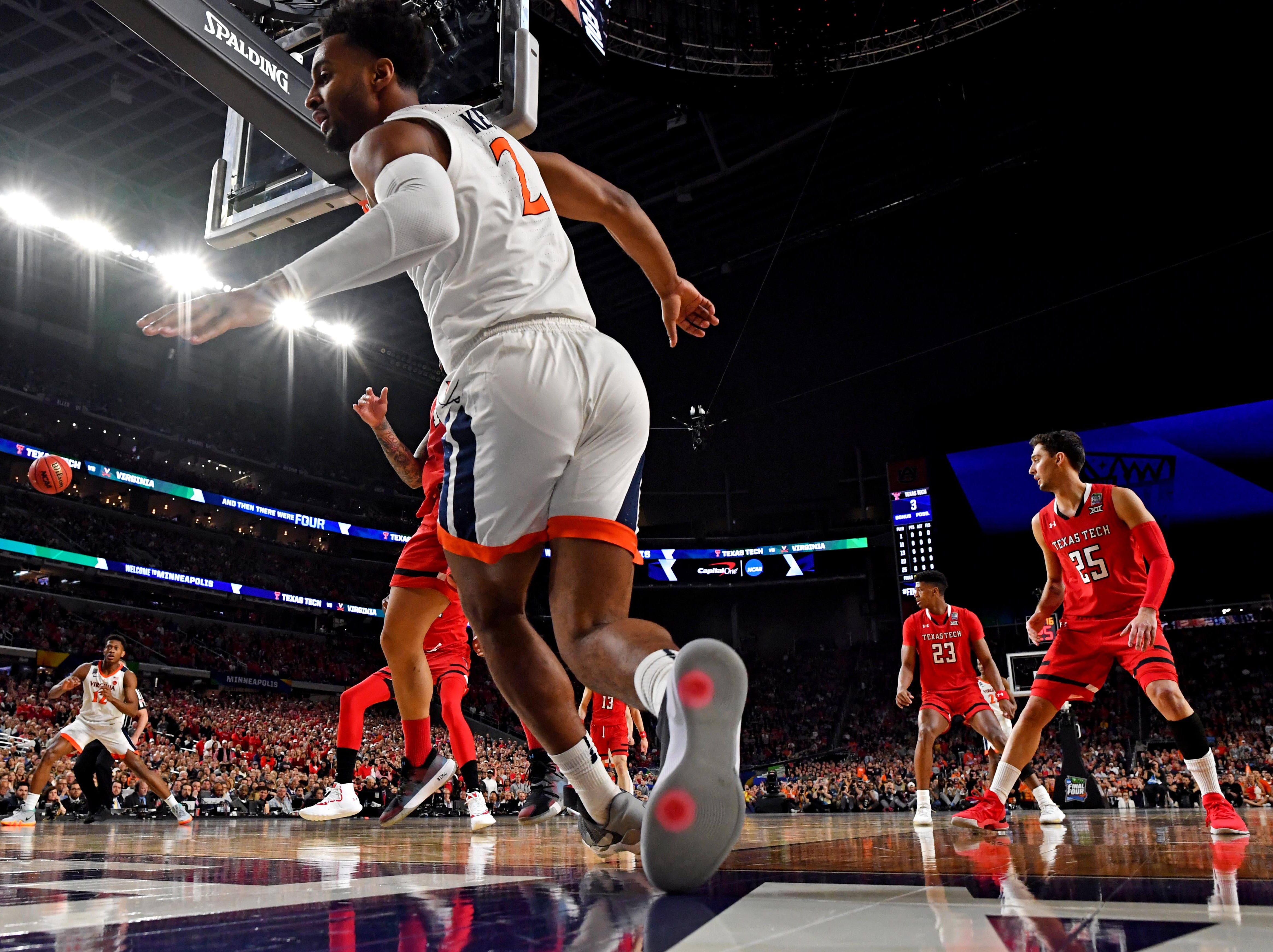 Apr 8, 2019; Minneapolis, MN, USA; Virginia Cavaliers guard Braxton Key (2) passes the ball against Texas Tech Red Raiders guard Brandone Francis (1) during the first half in the championship game of the 2019 men's Final Four at US Bank Stadium. Mandatory Credit: Bob Donnan-USA TODAY Sports