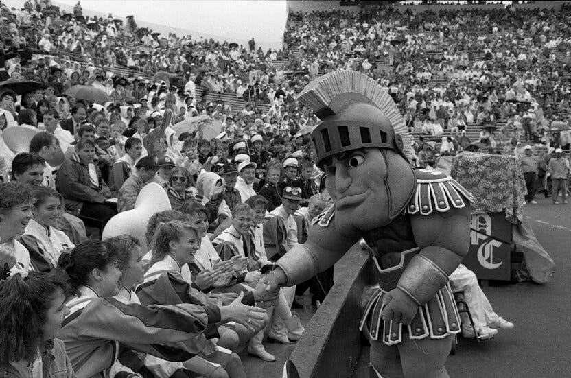 1989 : Dave Russell, First Modern Day Sparty, Debuts