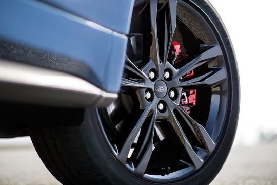 Red brake calipers on the 2019 Ford Edge ST