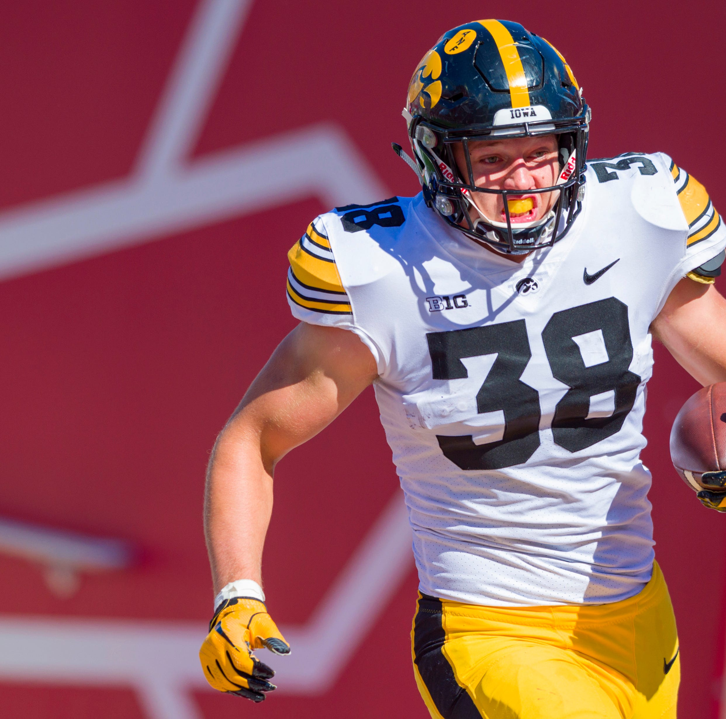 ESPN's Todd McShay explains why Lions should go T.J. Hockenson over DE at No. 8