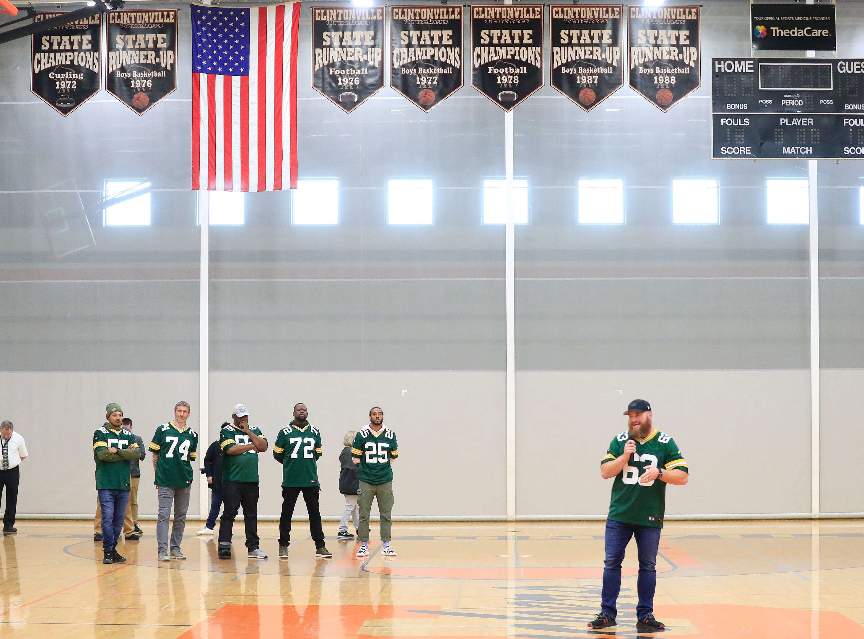 Former Green Bay Packers player Scott Wells speaks during a stop on the Packers Tailgate Tour at Clintonville High School on Tuesday, April 9, 2019 in Clintonville, Wis.