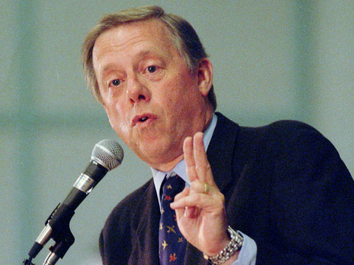 Metro Mayor Phil Bredesen explains the multimillion-dollar deal to bring the NFL Houston Oilers to Nashville during an appearance Oct. 24, 1995 at the Rotary Club of Knoxville, Tenn. Knoxville, home of the University of Tennessee Volunteers, is his first stop in a statewide campaign to win support for the state-backed deal.