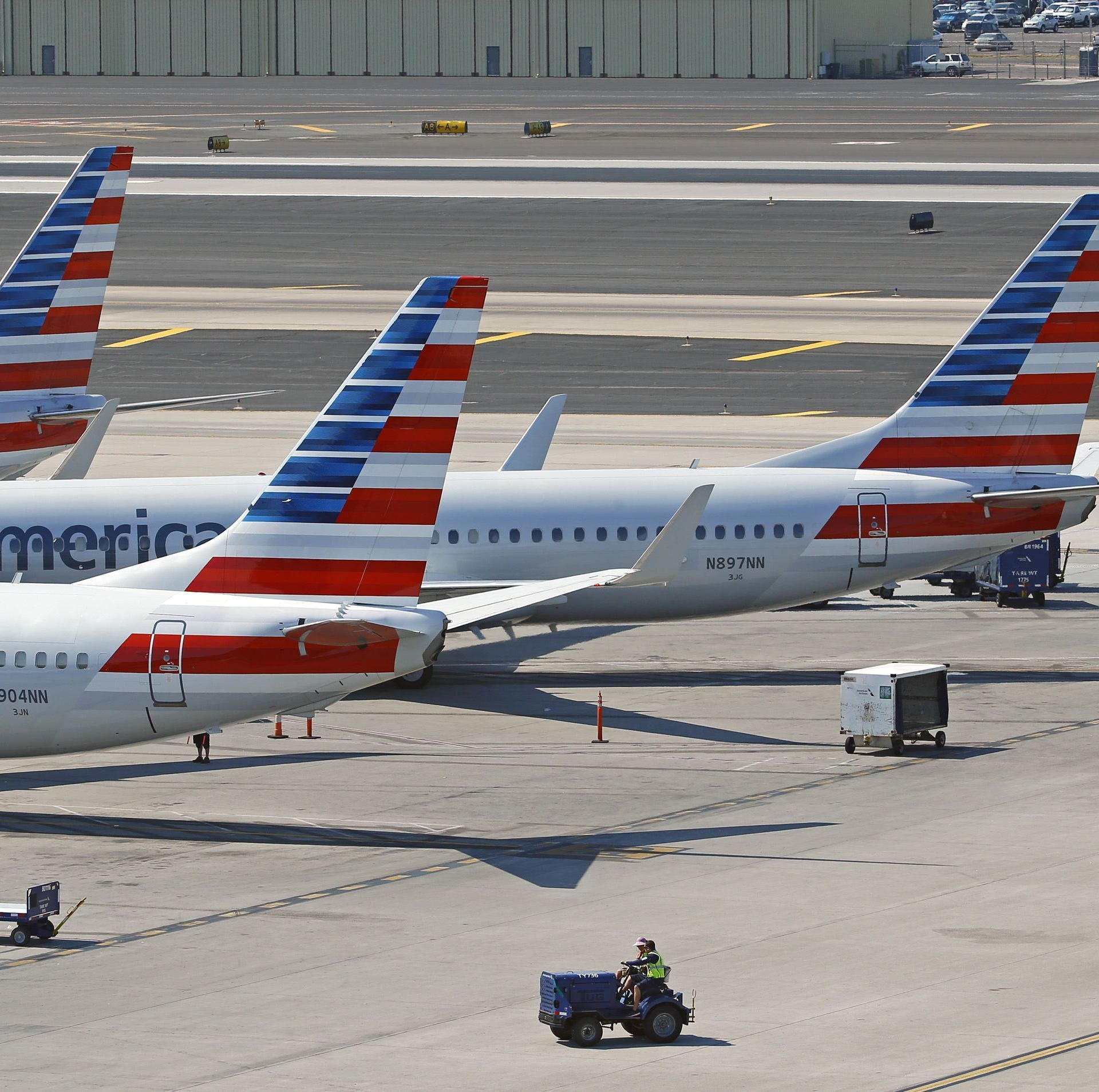 Unruly passenger attempts to run onto tarmac at Sky Harbor