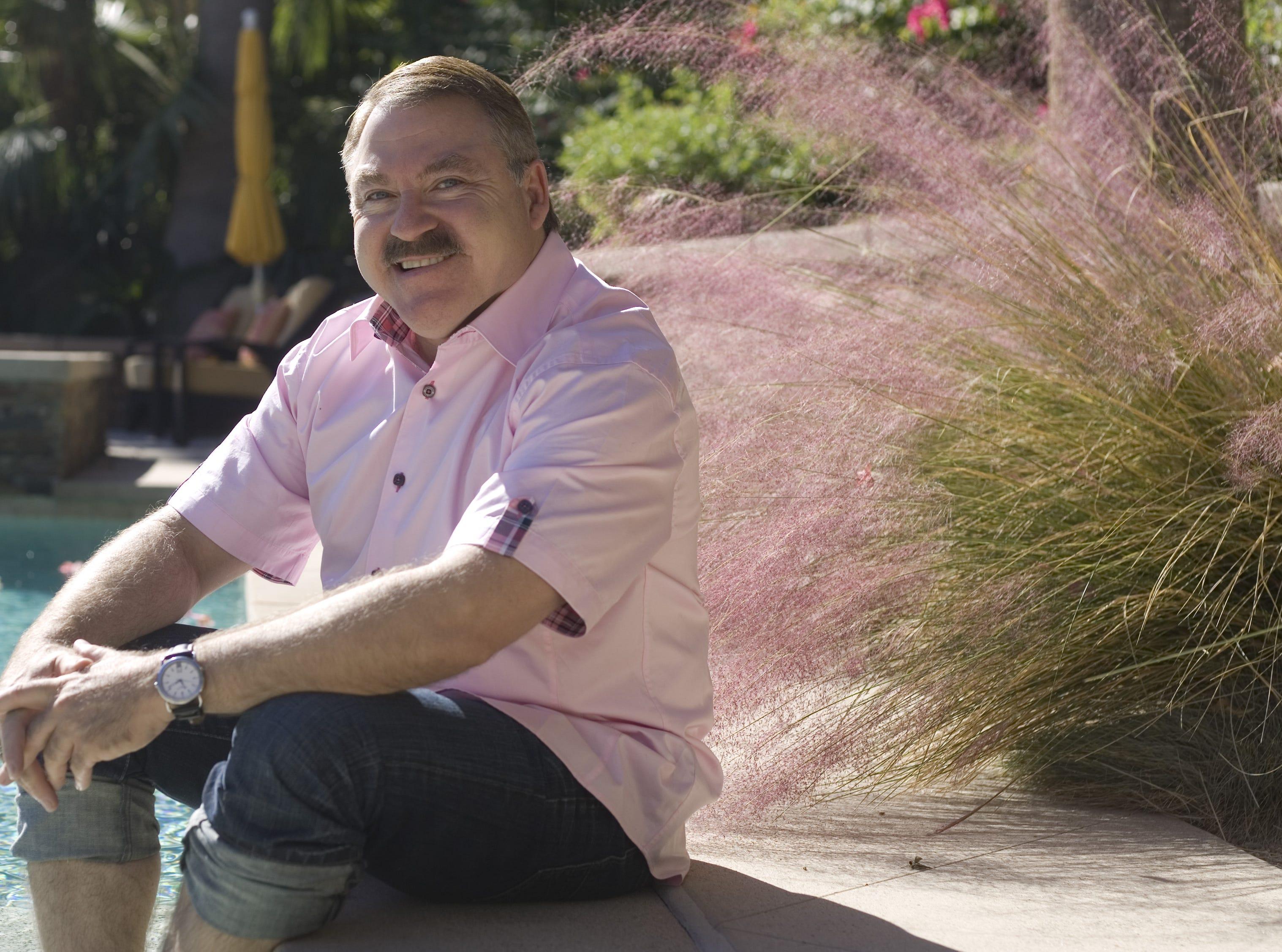 """James Van Praagh hosted the TV series """"Beyond with James Van Praagh."""""""