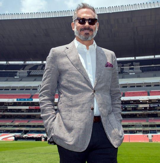 Arath de la Torre compartió el set con Lyle en la telenovela Una Familia con Suerte, en 2011.