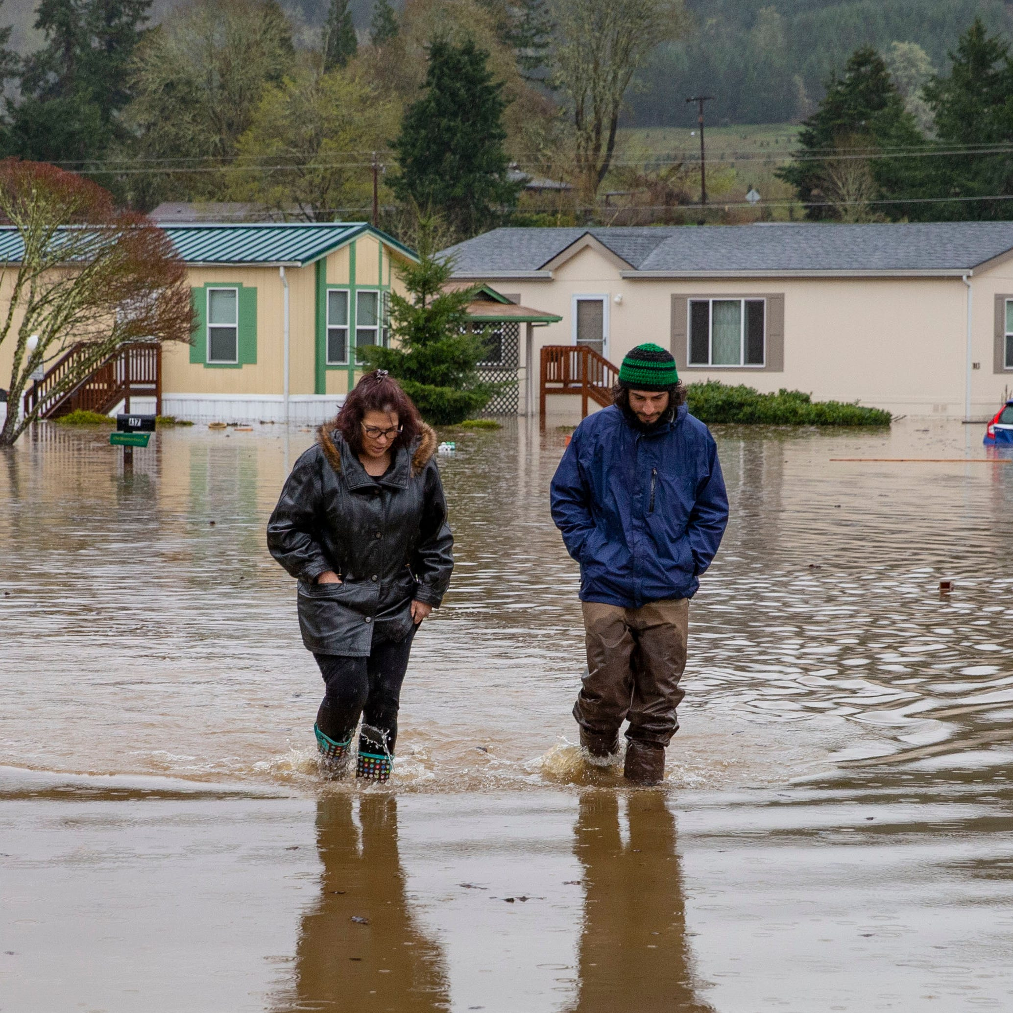 Evacuations continue near Eugene after Willamette, Row river flooding