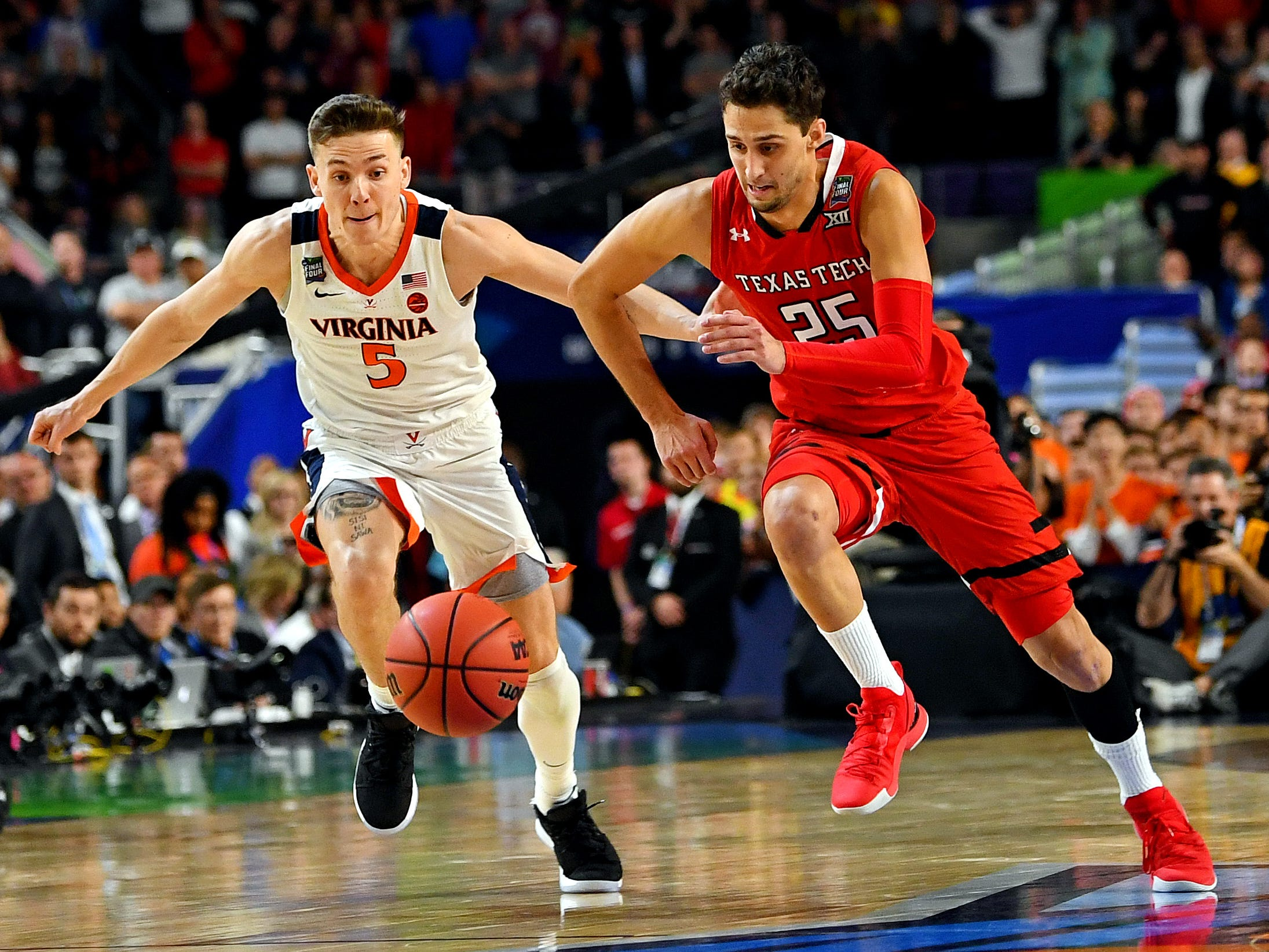 Apr 8, 2019; Minneapolis, MN, USA; Texas Tech Red Raiders guard Davide Moretti (25) and Virginia Cavaliers guard Kyle Guy (5) go for a loose ball during overtime in the championship game of the 2019 men&#39